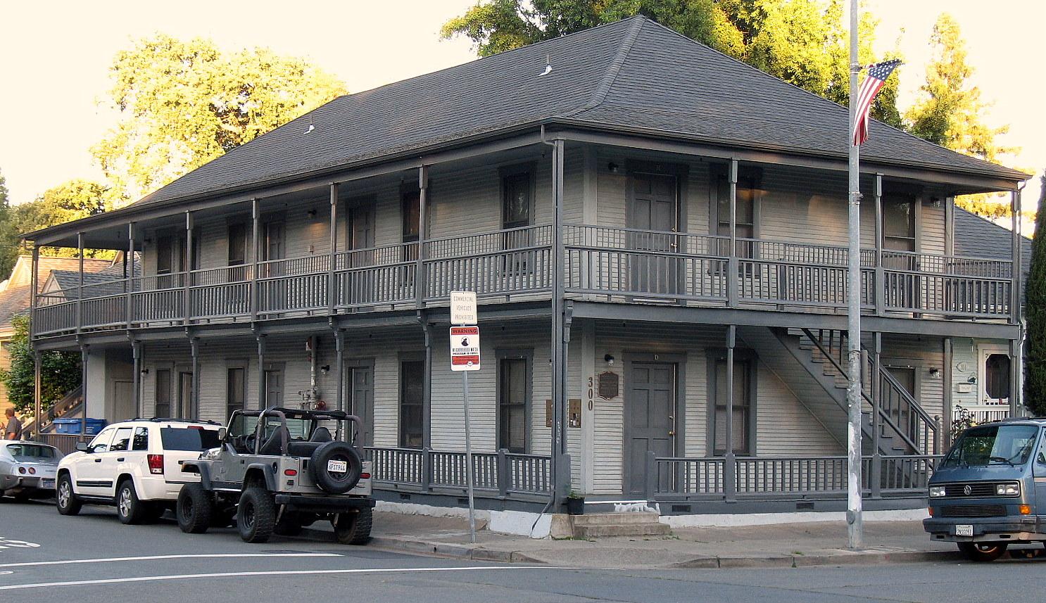 File:Park Apartments, 300 Santa Rosa Ave., Santa Rosa, CA ...