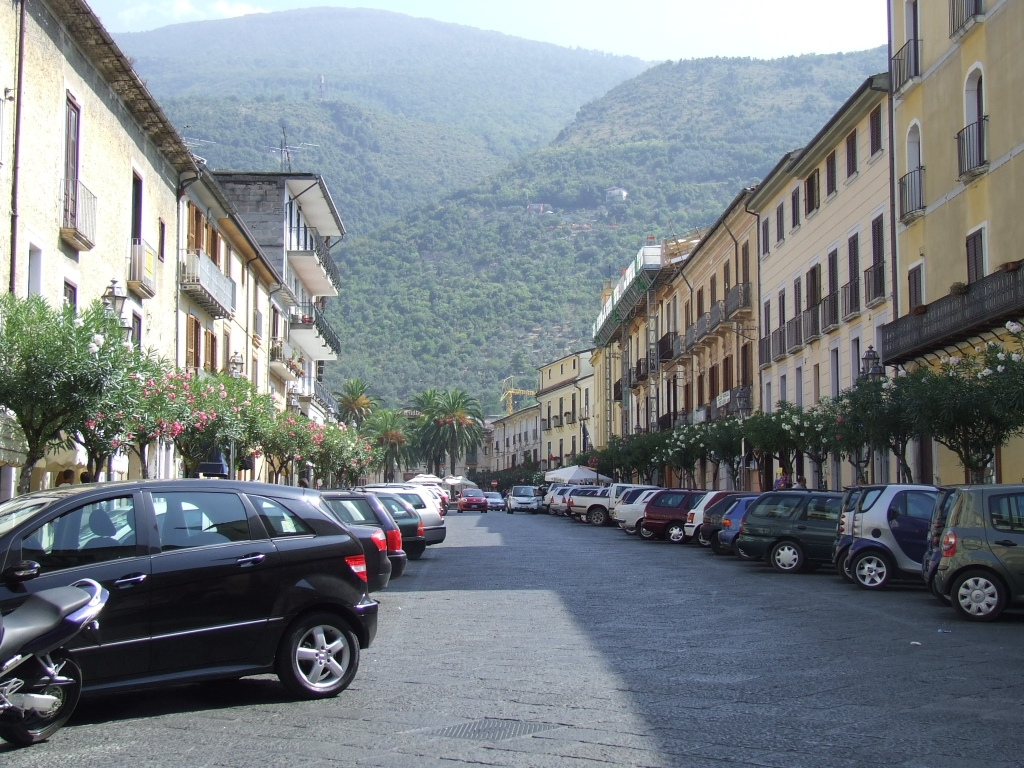 File piedimonte matese roma plaza jpg wikimedia commons - Piscina piedimonte matese ...