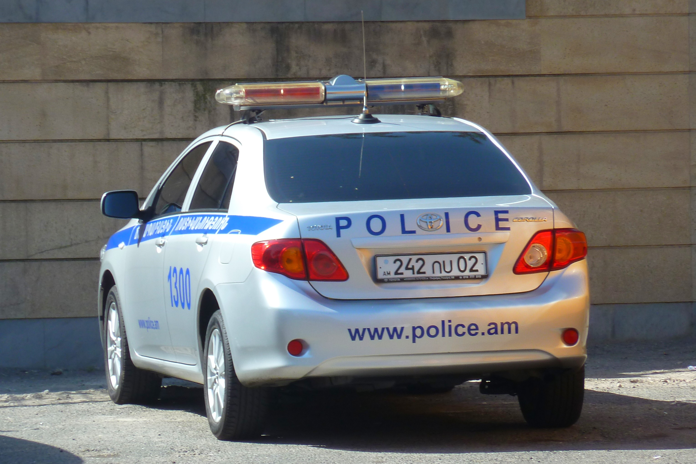 File Police Car In Yerevan Armenia Jpg Wikimedia Commons