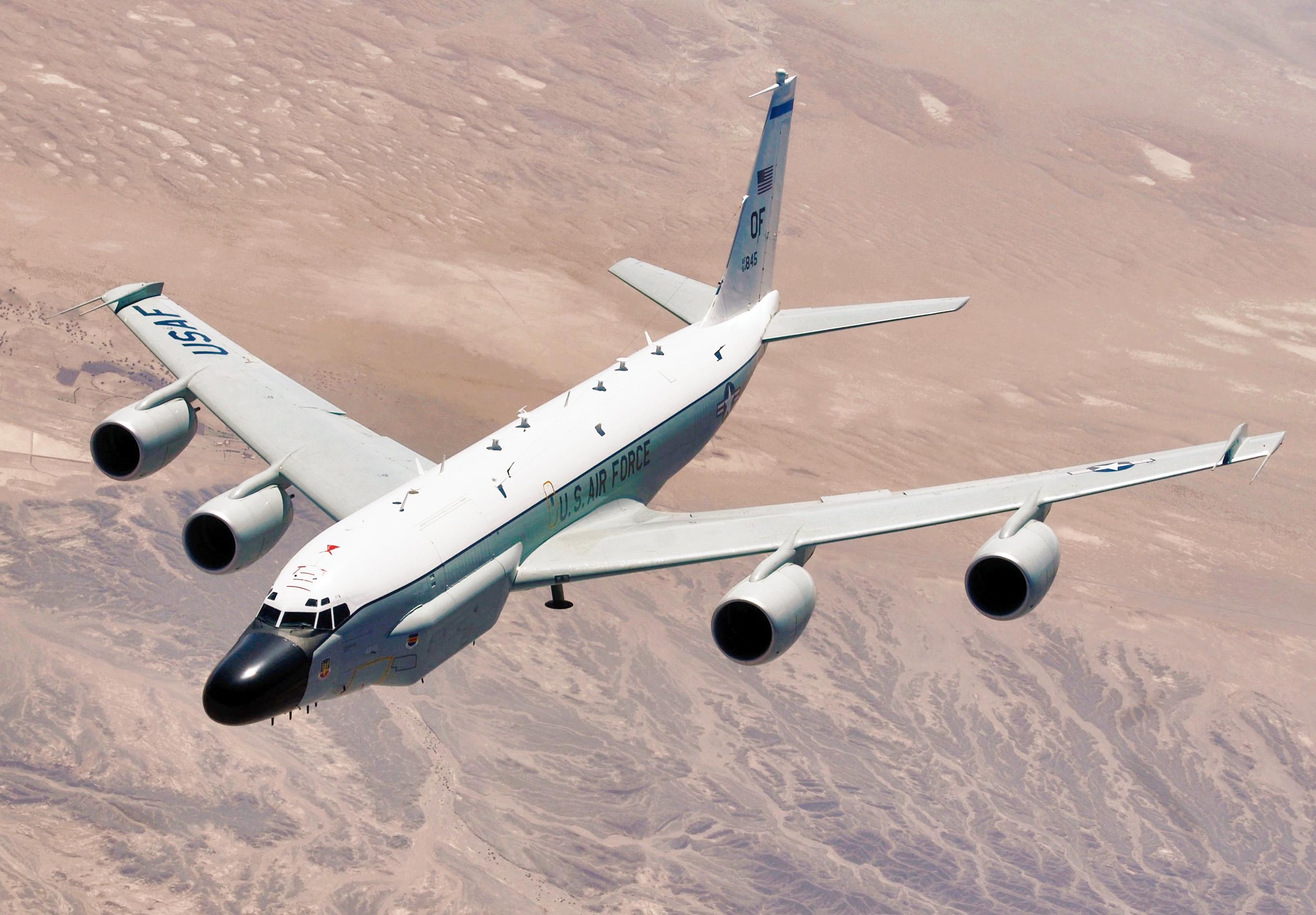 https://upload.wikimedia.org/wikipedia/commons/4/49/RC-135_Rivet_Joint_in_flight.jpg