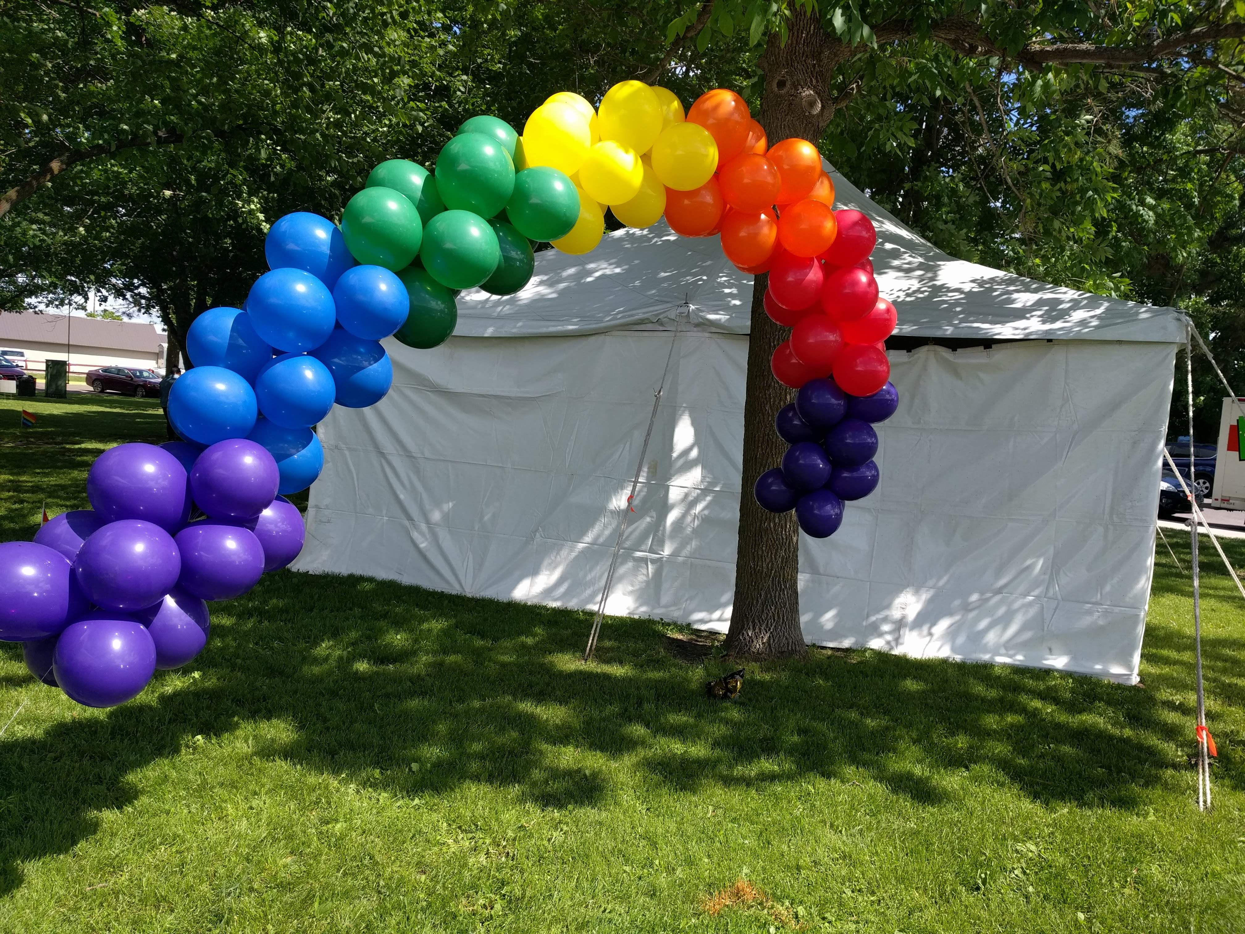 Rainbow balloons at ECM Pride 2018.jpg English: Rainbow balloon arch seen at East Central Minnesota Pride 2018 in Pine City. Date 3 June 2018