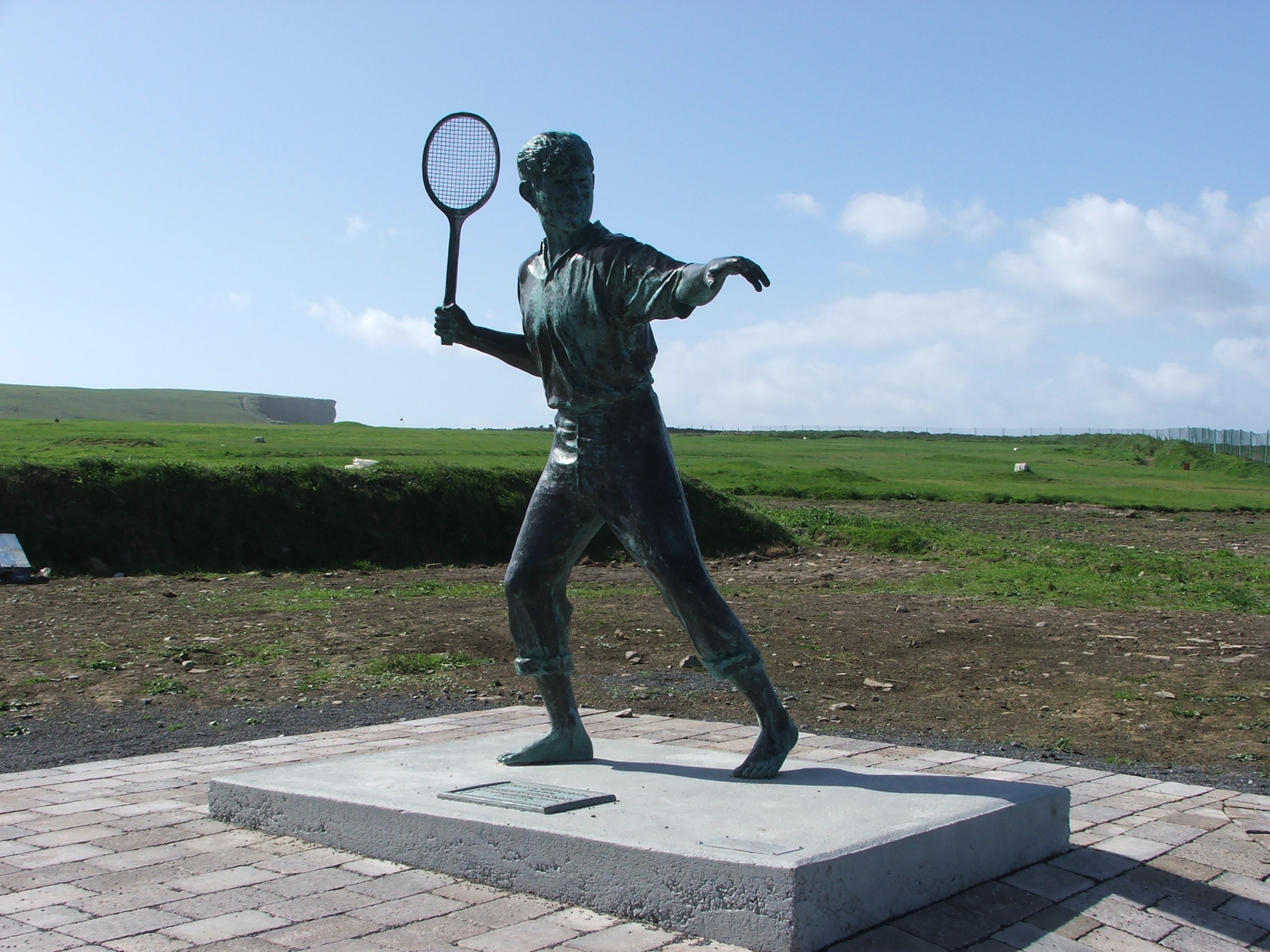 harry-potter-and-the-sorcerer-s-stone-richard-harris-statue-kilkee-2007