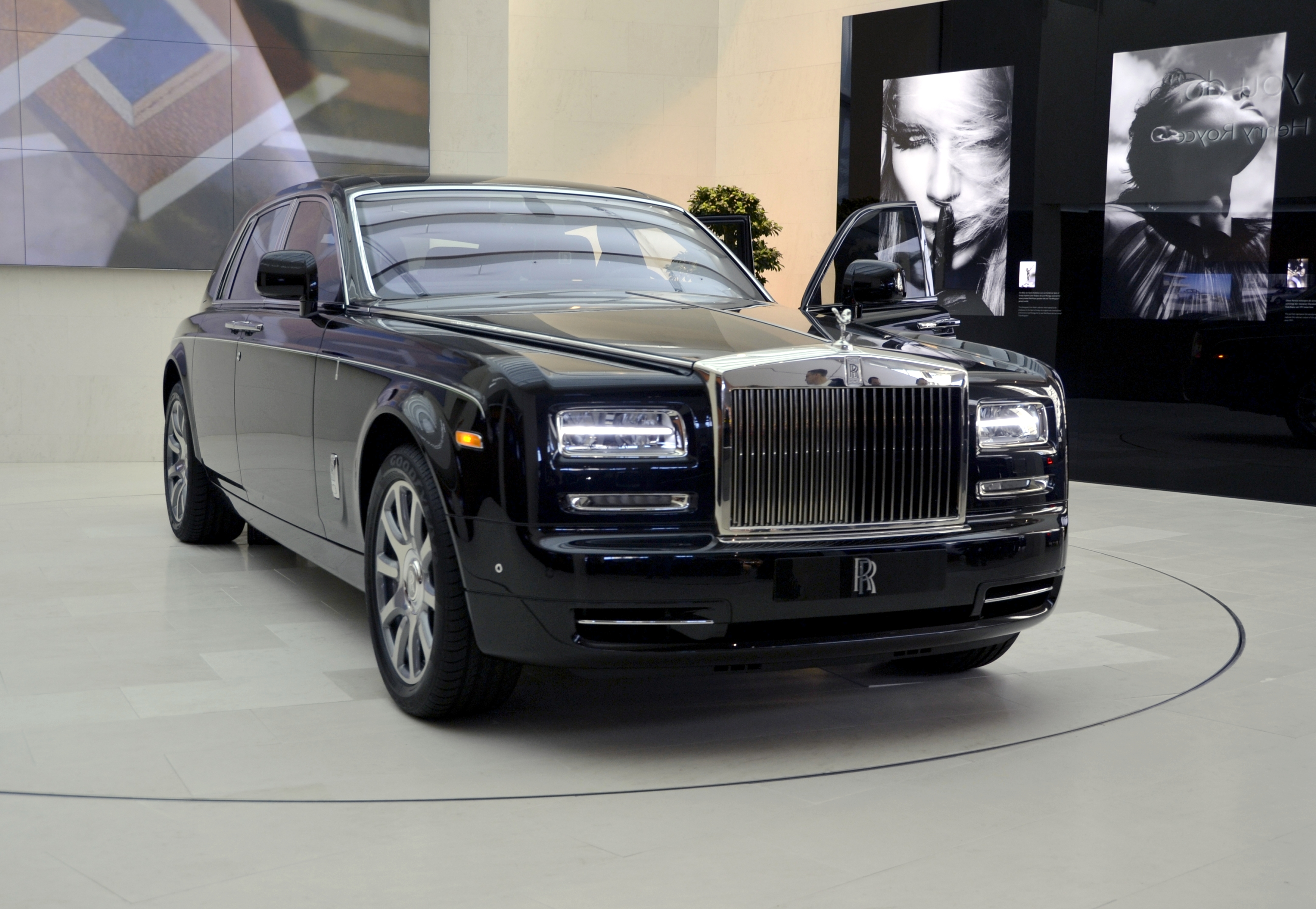 rolls royce phantom classic cars. Black Bedroom Furniture Sets. Home Design Ideas
