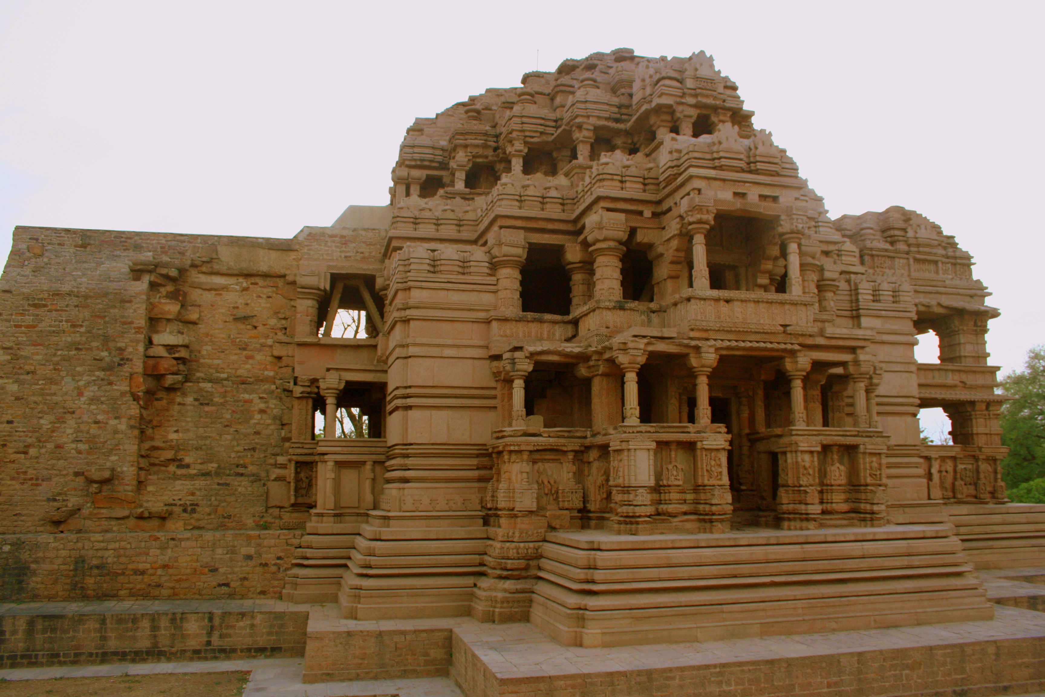 rajput architecture the mewar havelis Architecture this monument is an exemplary model of the rajput palace fortress and a masterpiece of medieval rajput architectural grandeur in india.