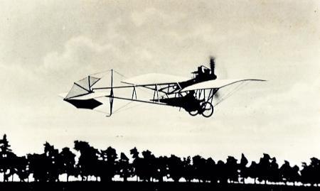 Santos Dumont Demoiselle (via Wikimedia Commons)