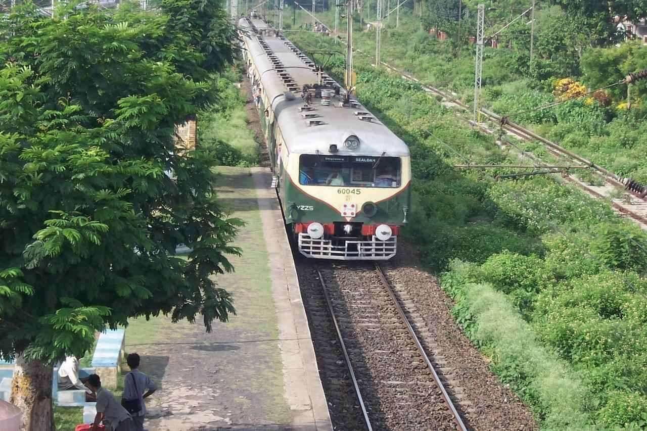 Sealdah bound sub-urban train at Kalyani