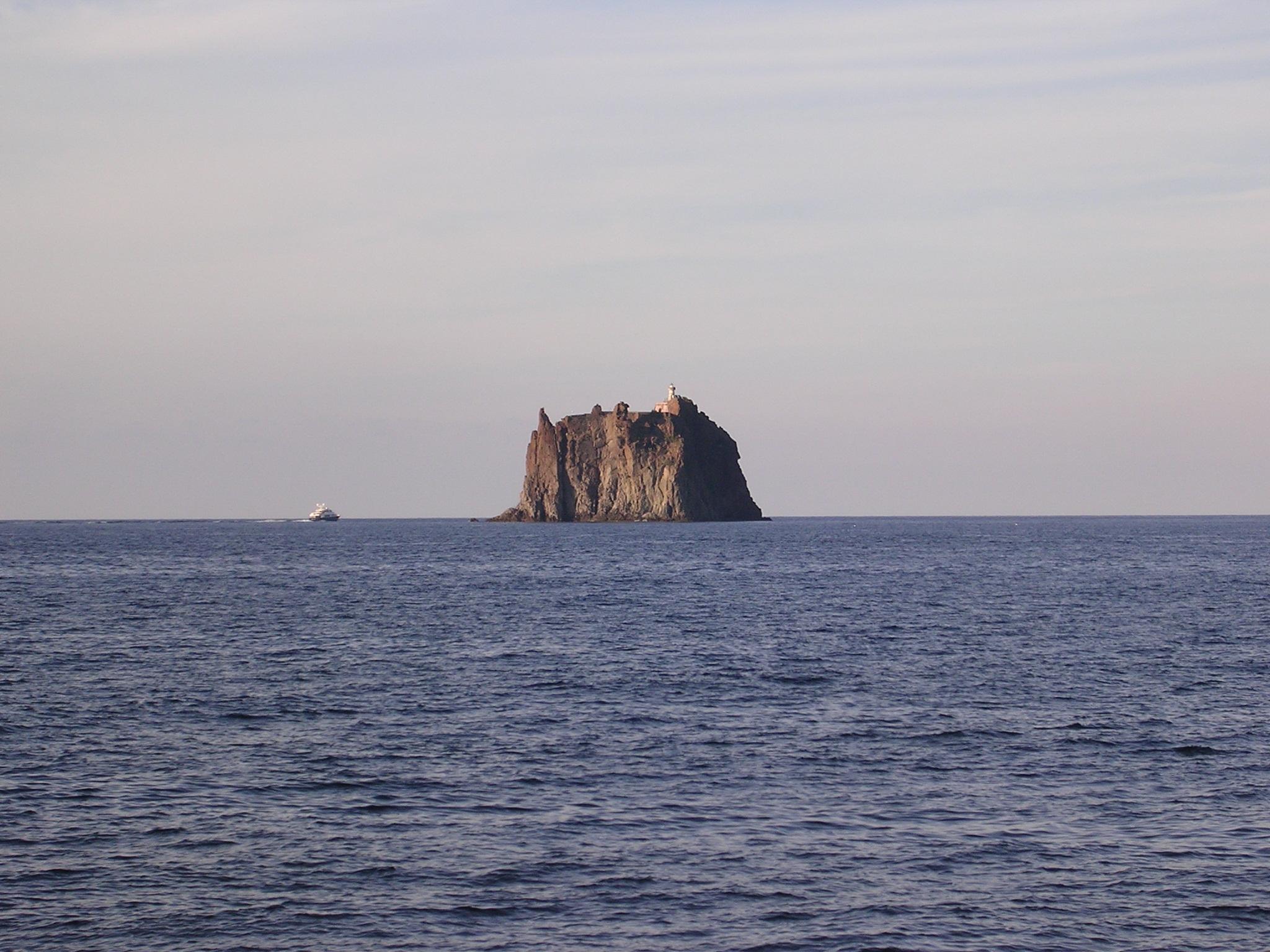 Veduta dello scoglio di Strombolicchio