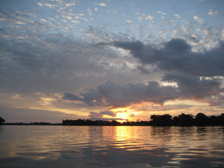 Atardecer en el río Congo, cerca de Mossaka (República del Congo).
