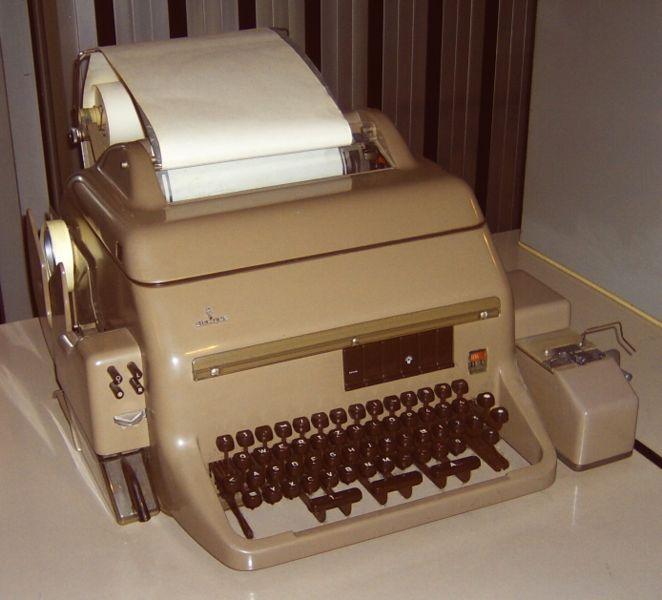 [Fernschreiber Modell T100] [fernschreiber_link] by [Nightflyer] [fernschreiber_author] / [CC BY-SA 3.0] [fernschreiber_cc]