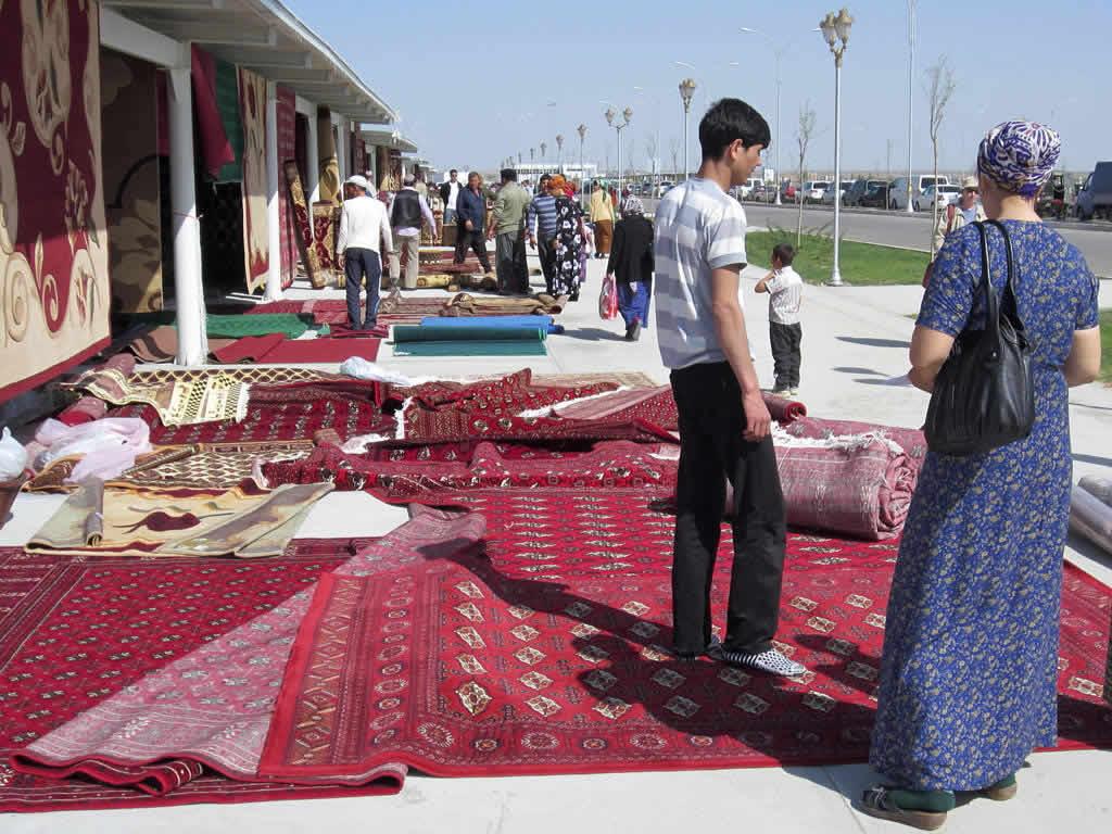 Tolkuchka Bazaar in Ashgabat.jpg