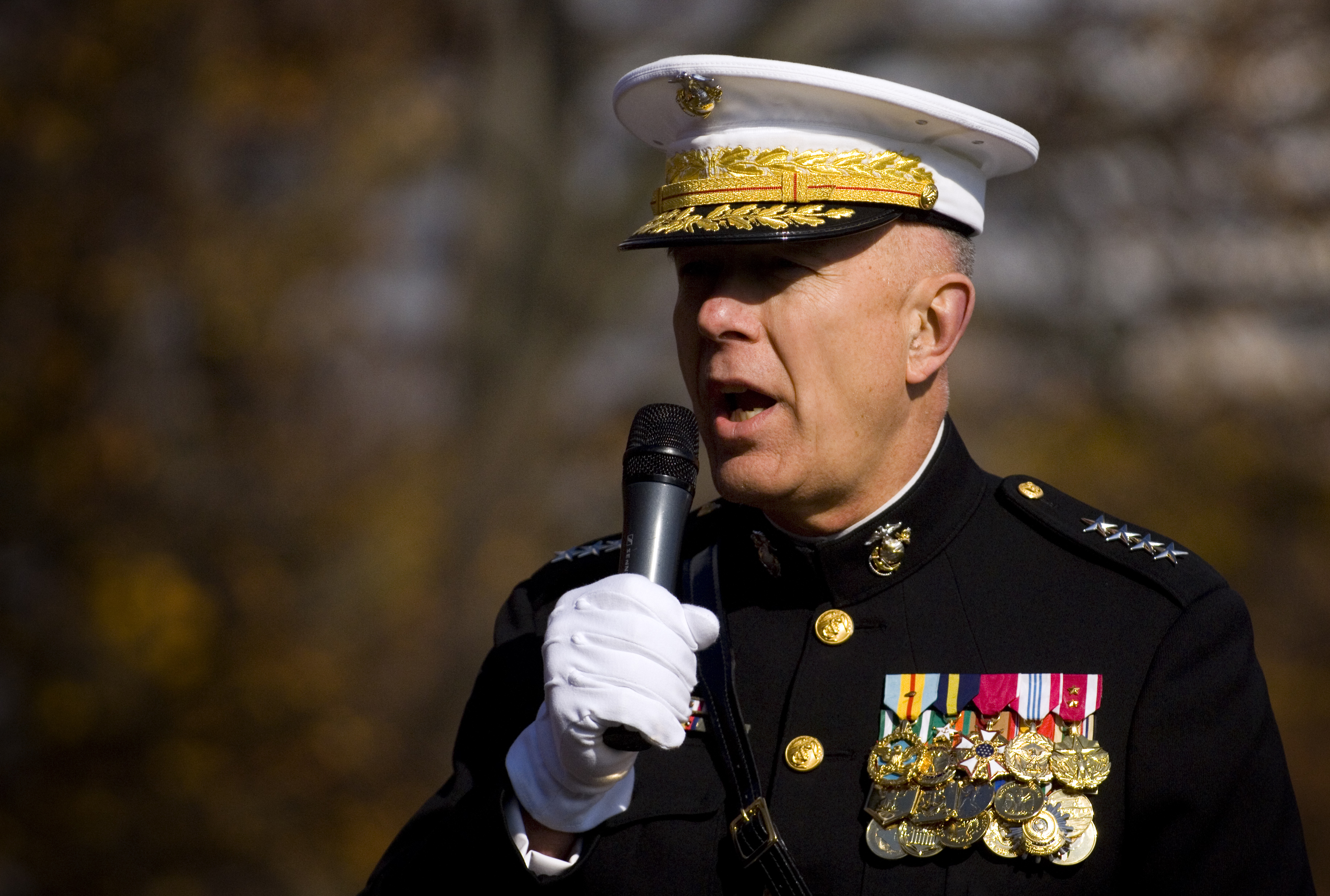 File:US Navy 081110-N-5549O-120 Commandant of the Marine ...