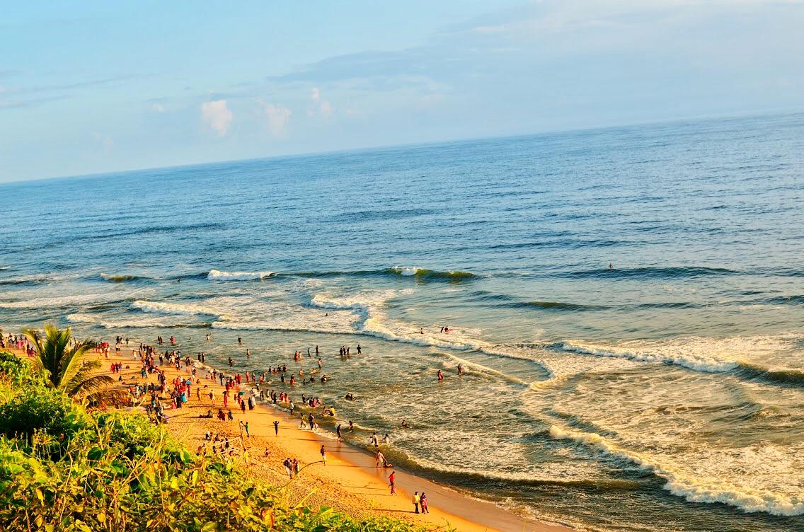 The busy beach of Varkala