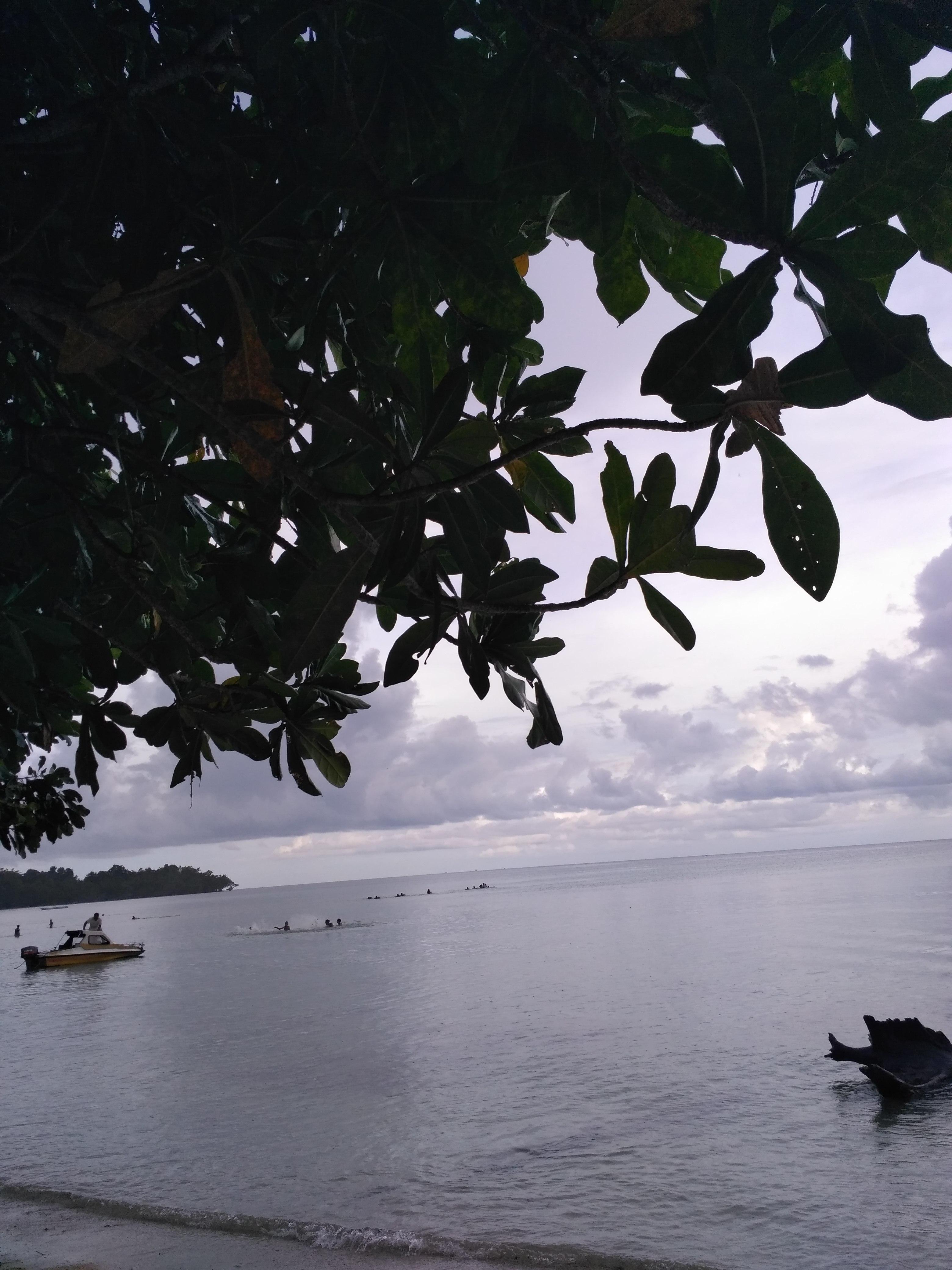 File:Wisata pantai.jpg
