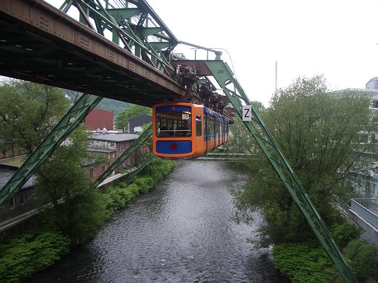 File:Wuppertal Schwebebahn 2005.jpg