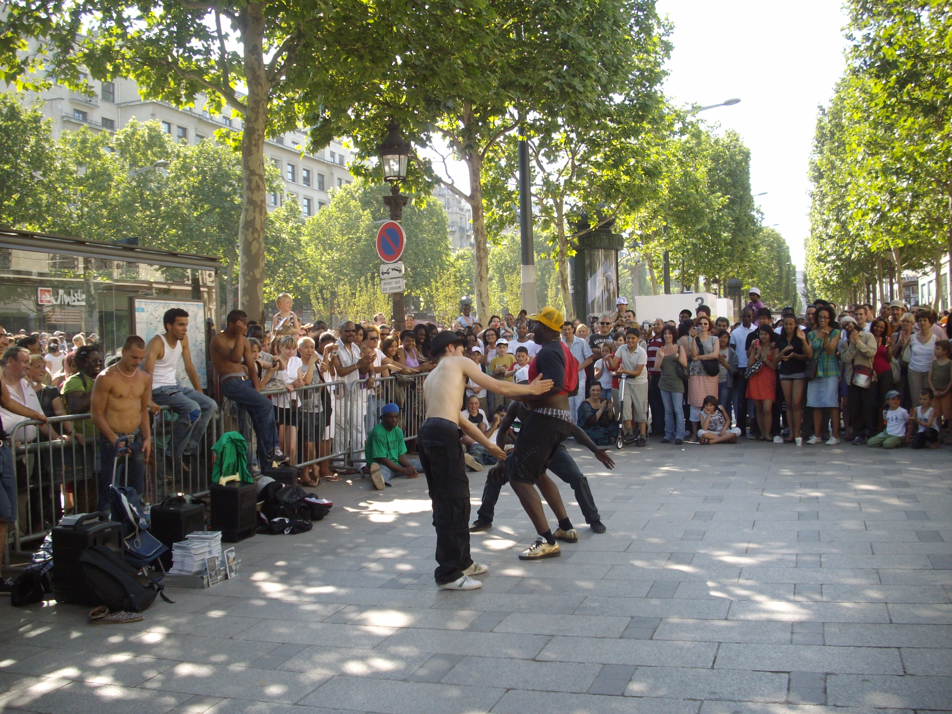 File Mimicry And Gymnastics At A Street Performance On