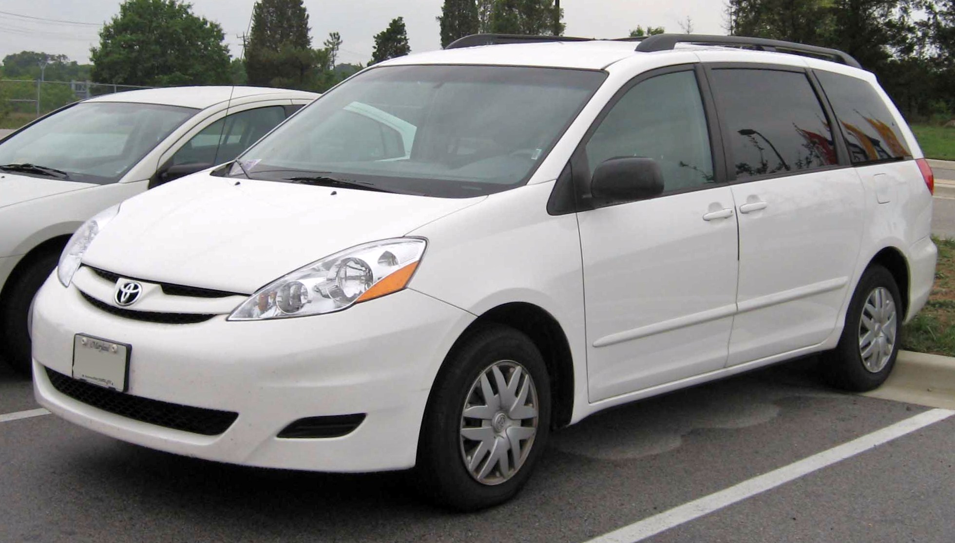 File:06-08 Toyota Sienna LE.jpg - Wikimedia Commons