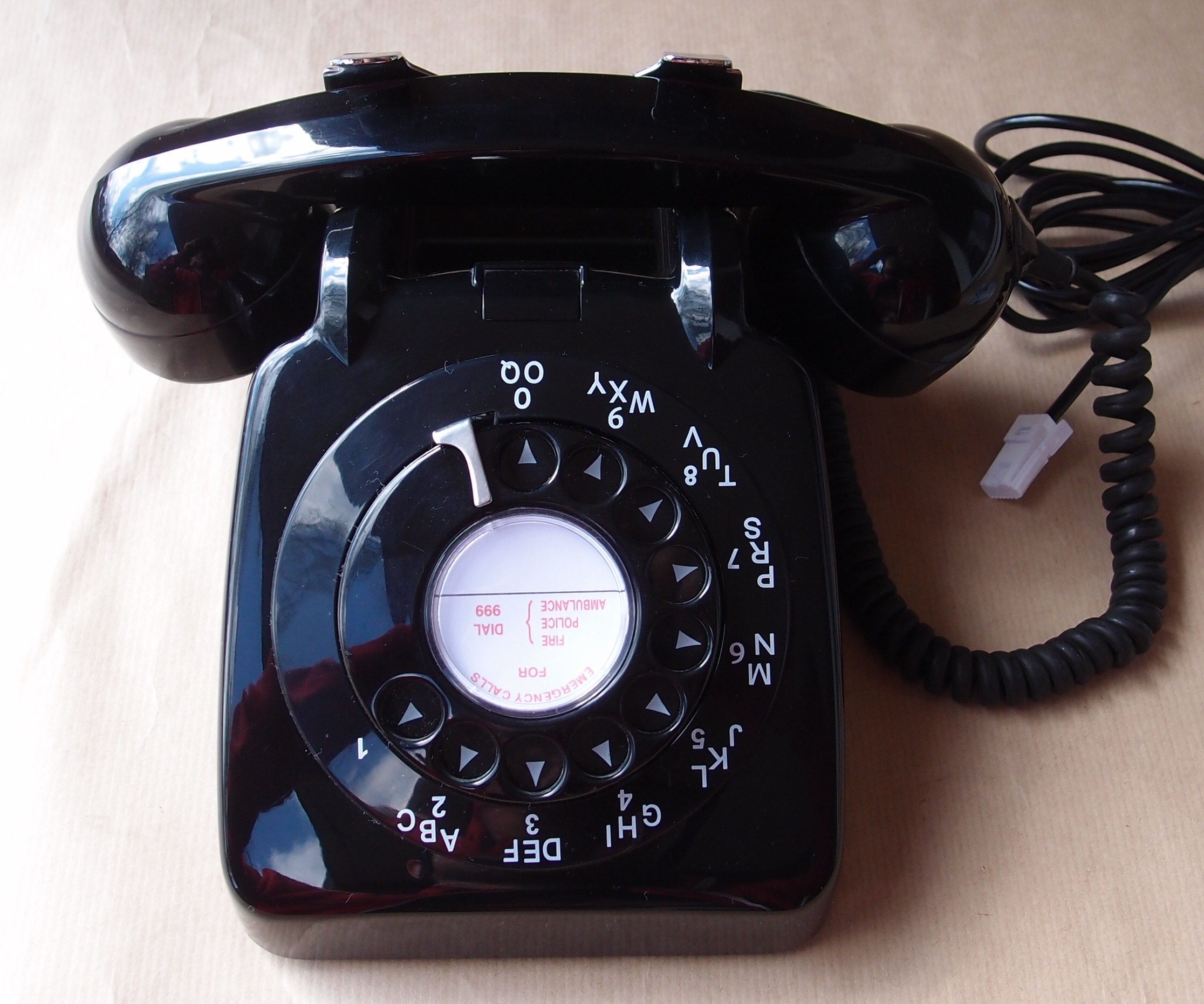 File:1960s GEC New Gecophone 706 Black Rotary Dial Telephone