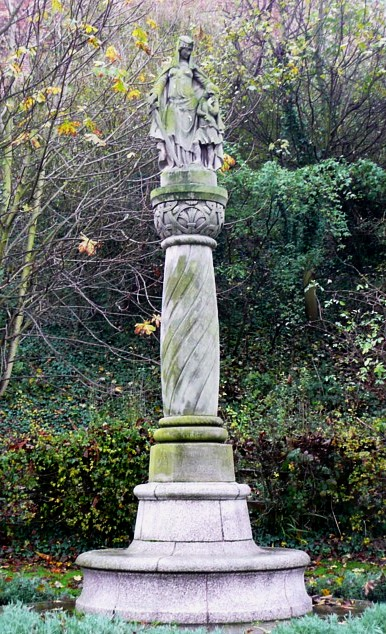 Aethelfleda_Monument%2C_Tamworth_-_geograph.org.uk_-_1740828.jpg