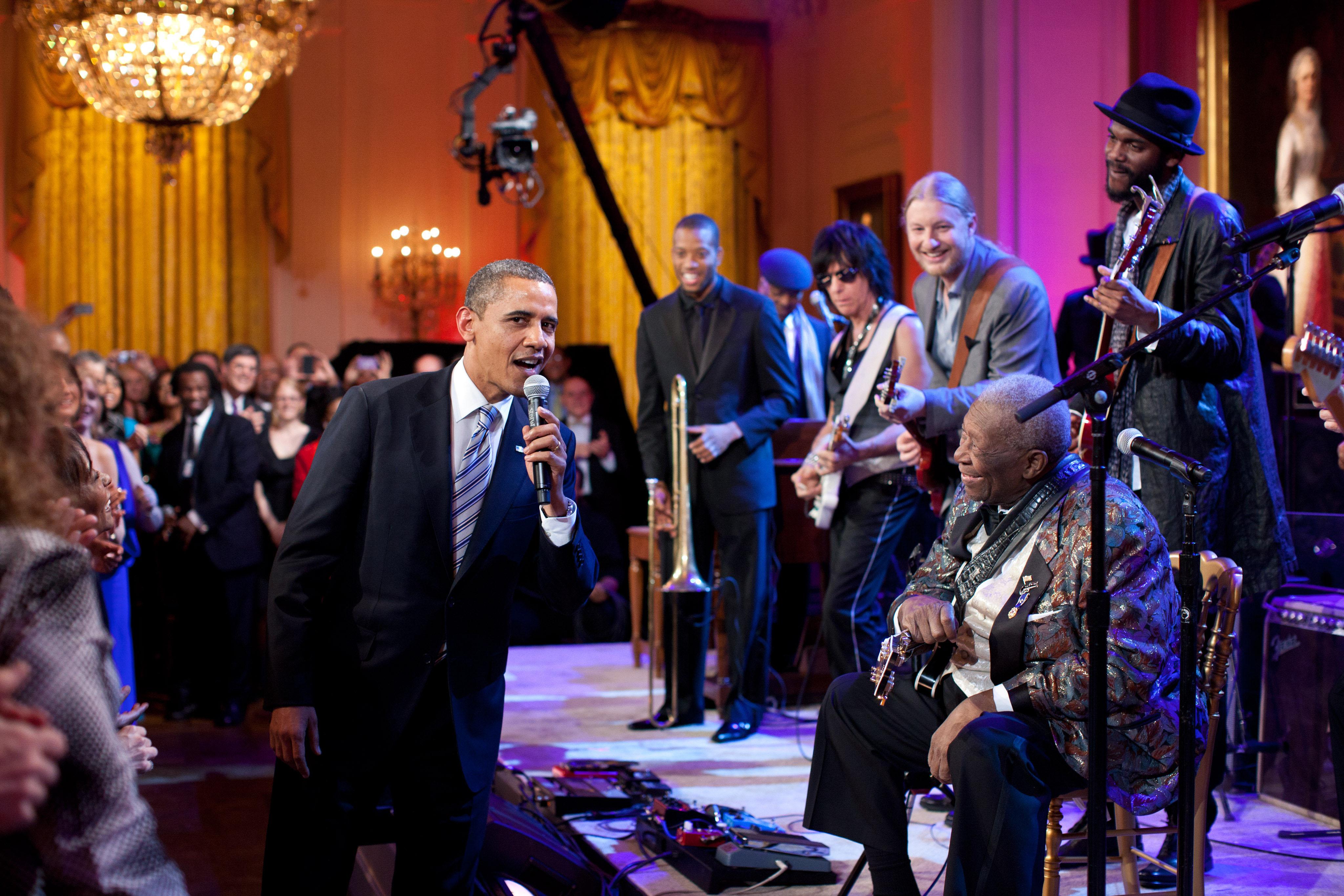 Barack Obama singing in the East Room.jpg