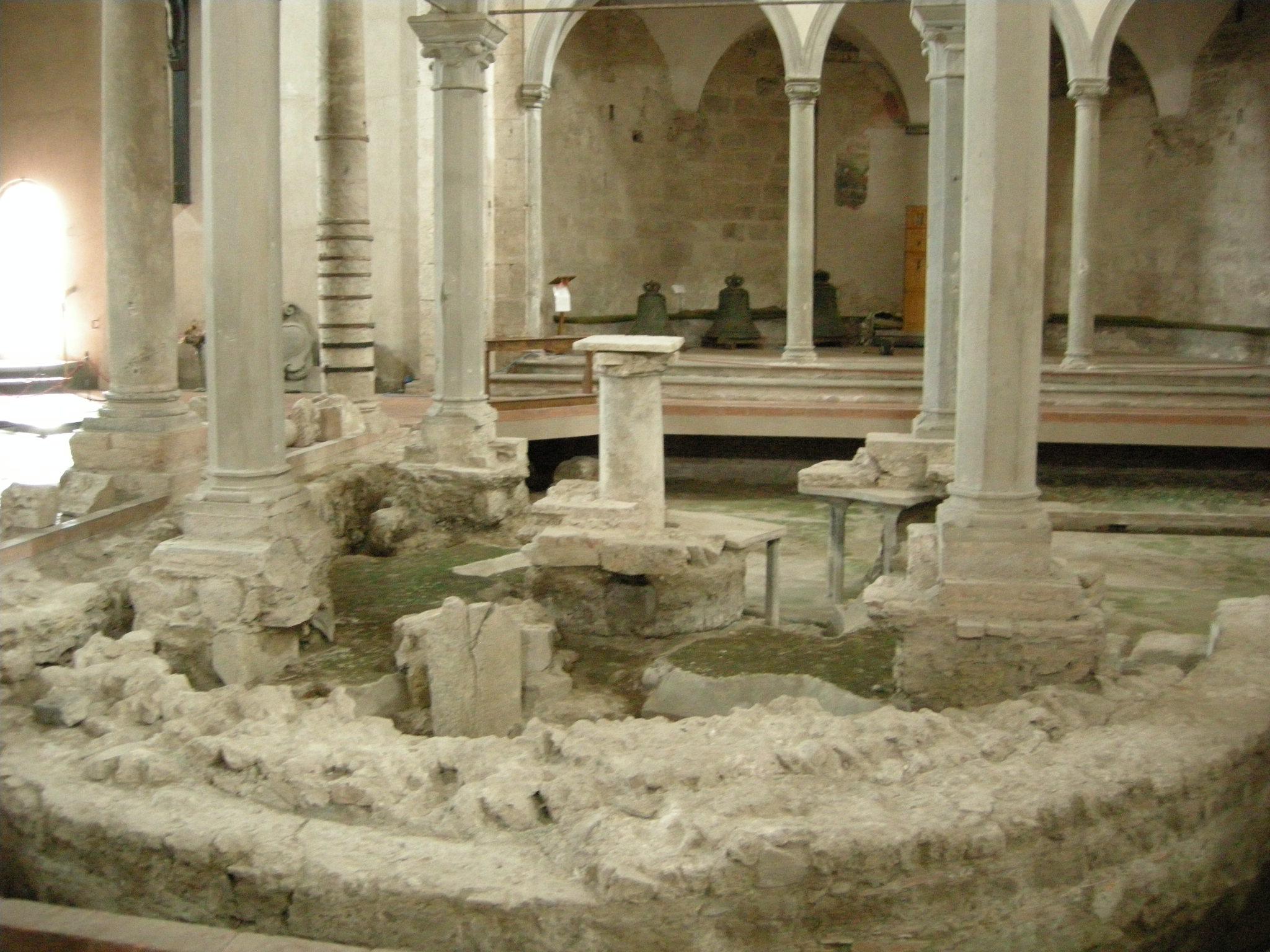 File basilica di san piero a grado interno colonna di for Interno san pietro