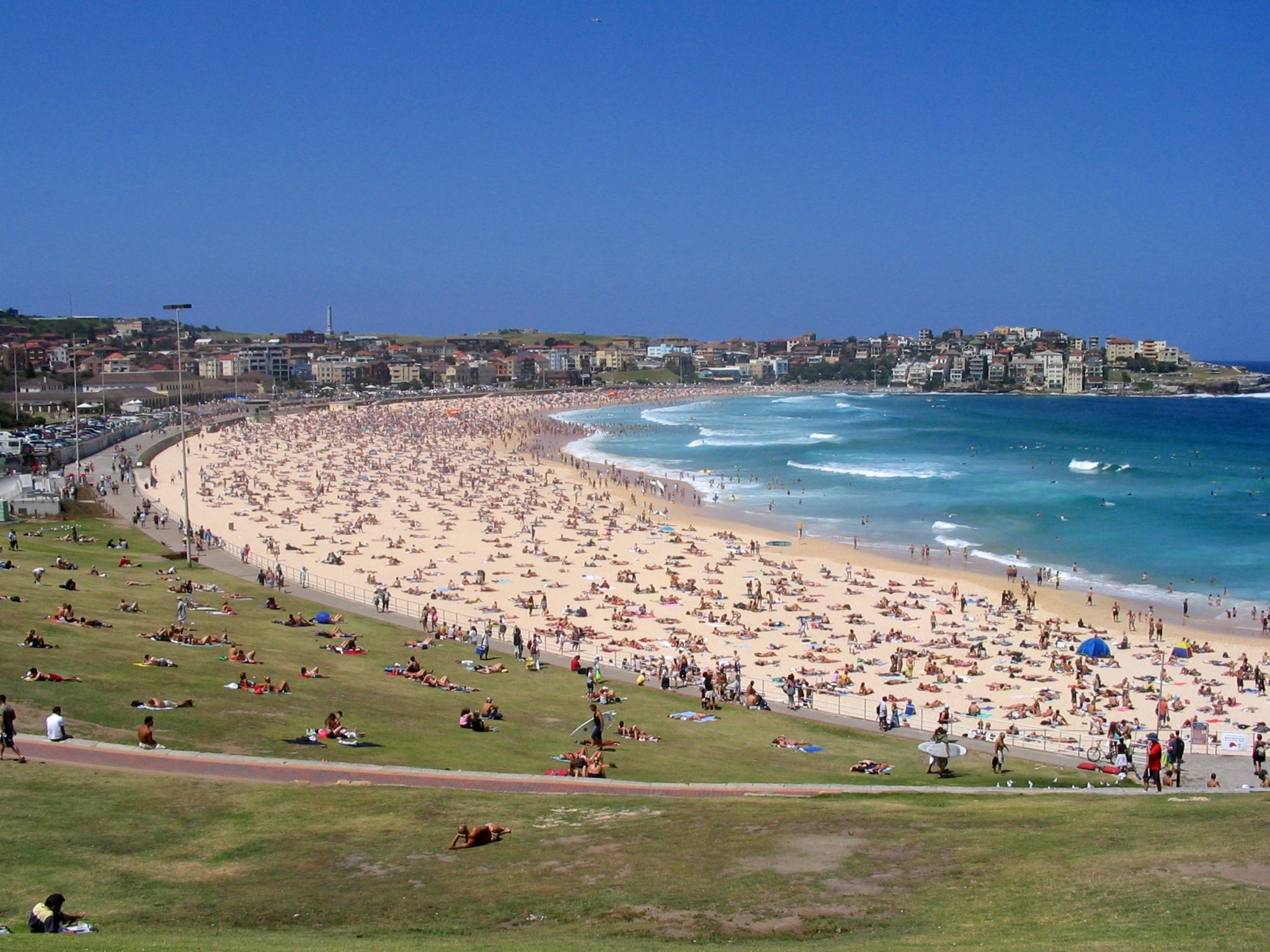 Bondi Beach By Andrea Schaffer from Sydney, Australia (Bondi beach  Uploaded by berichard) [CC-BY-2.0 (https://creativecommons.org/licenses/by/2.0)], via Wikimedia Commons
