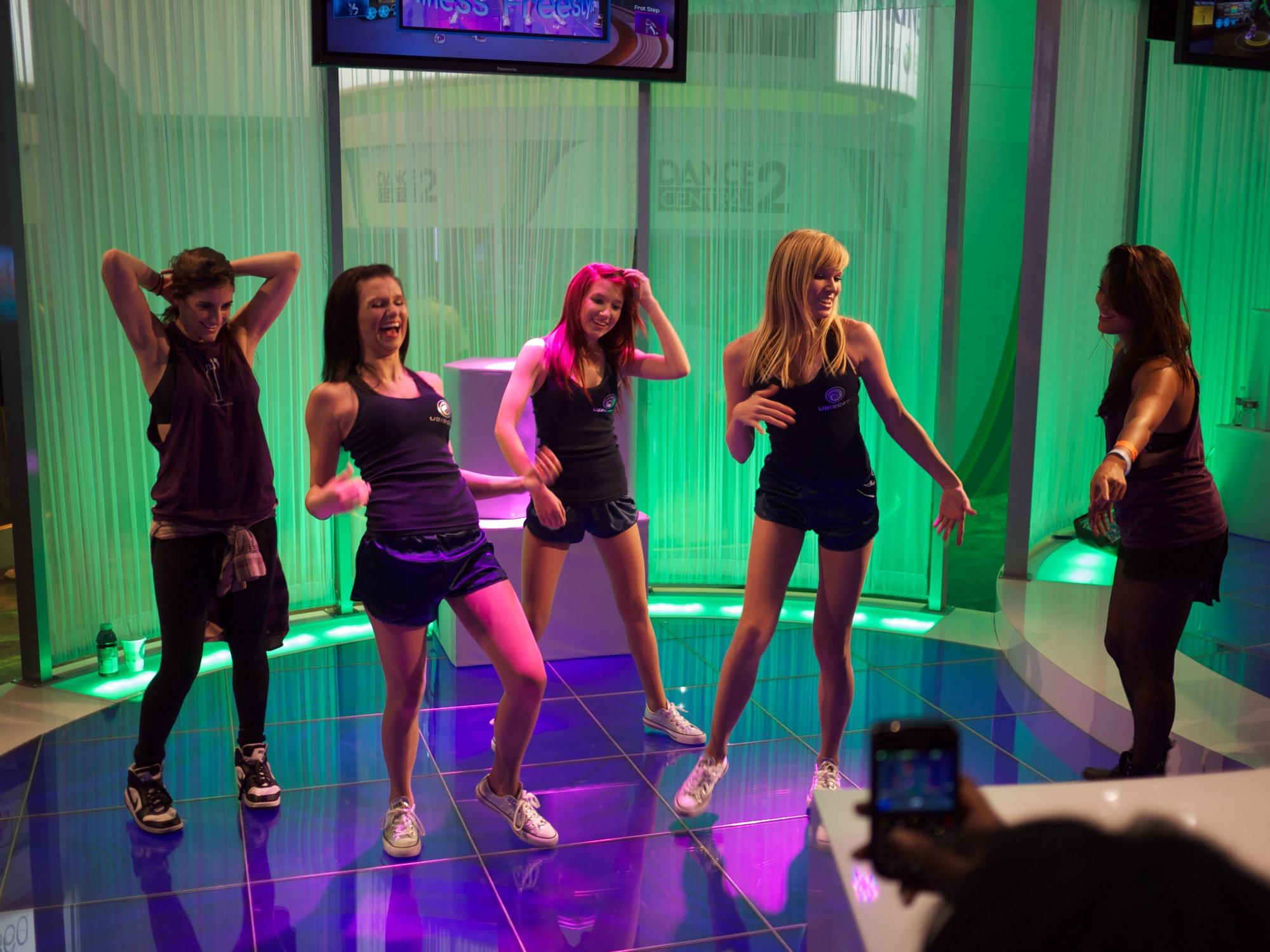 Dancing babes videos photo 82
