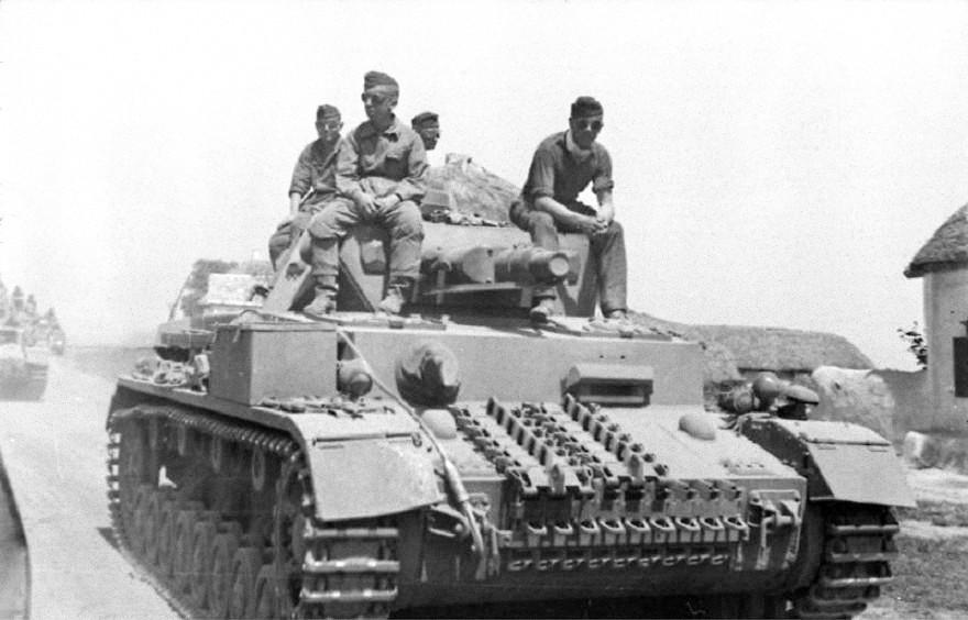 Soubor:Bundesarchiv Bild 101I-216-0445-18, Russland-Mitte-Nord, Panzer IV..jpg