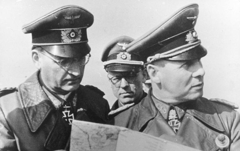 Rommel à la plage Bundesarchiv_Bild_101I-719-0240-22%2C_Pas_de_Calais%2C_Speidel%2C_Lang%2C_Rommel