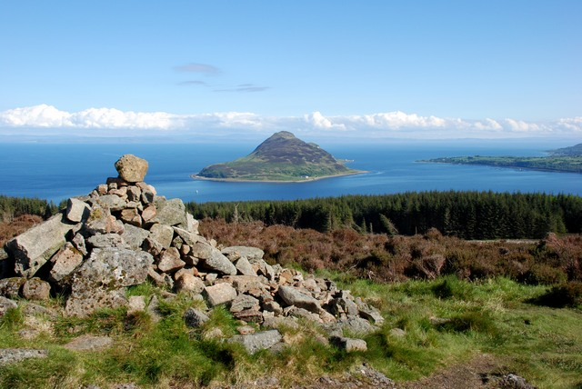 File:Cairn and view towards Holy Isle - geograph.org.uk - 1320899.jpg