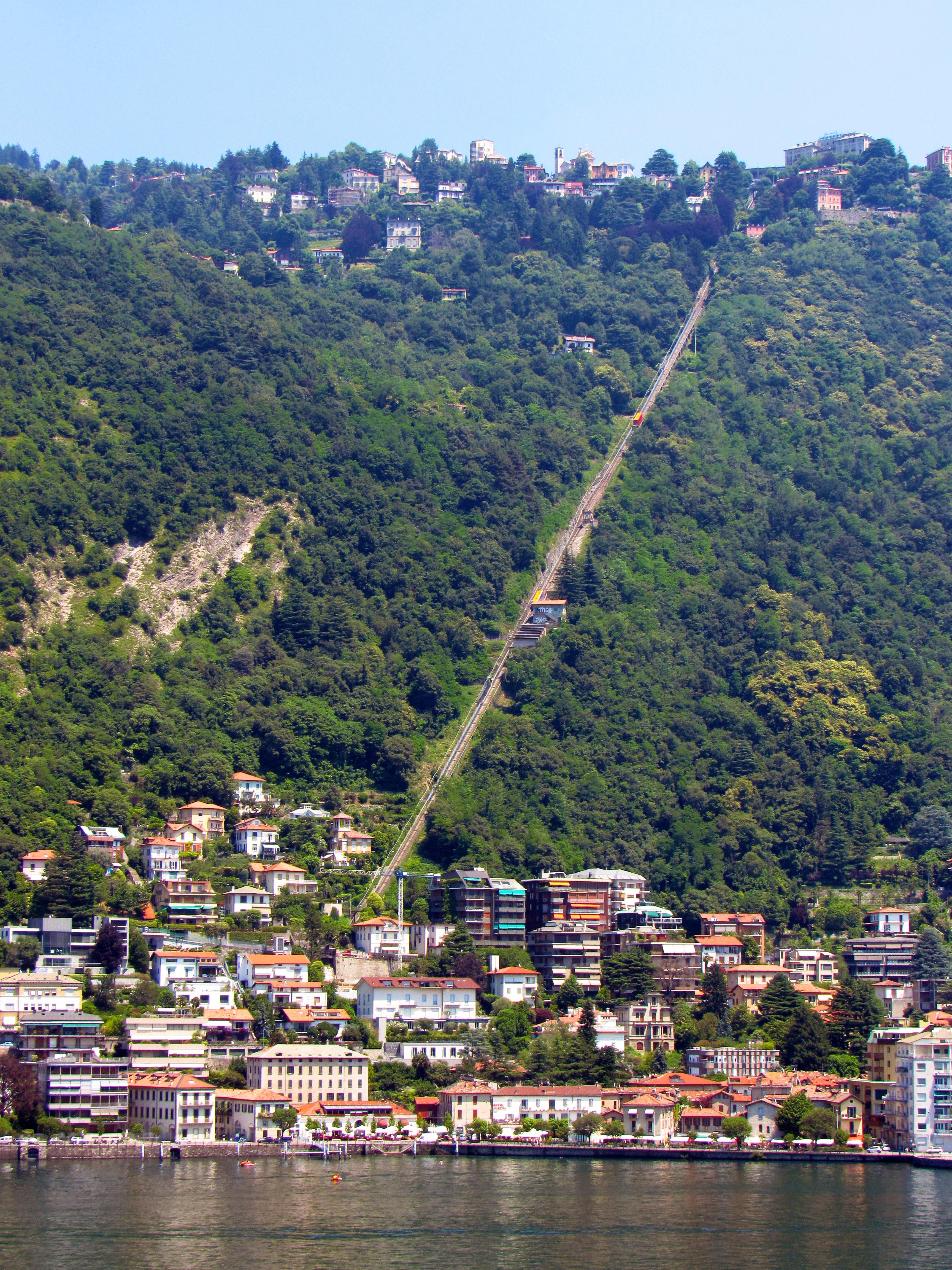 Datei:Como Brunate funicular June2016.jpg – Wikipedia