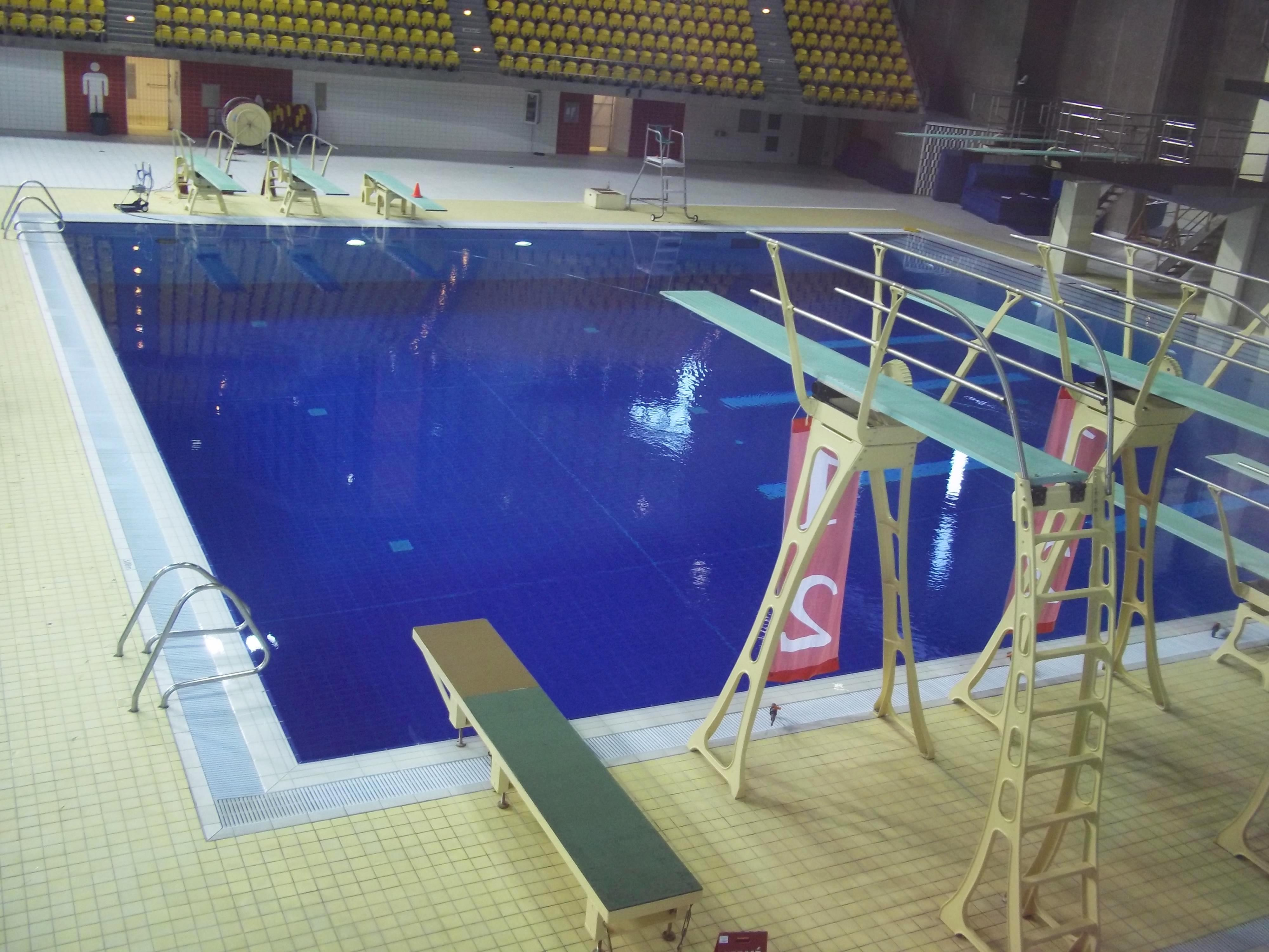 File complexe sportif claude robillard for Claude raymond piscine