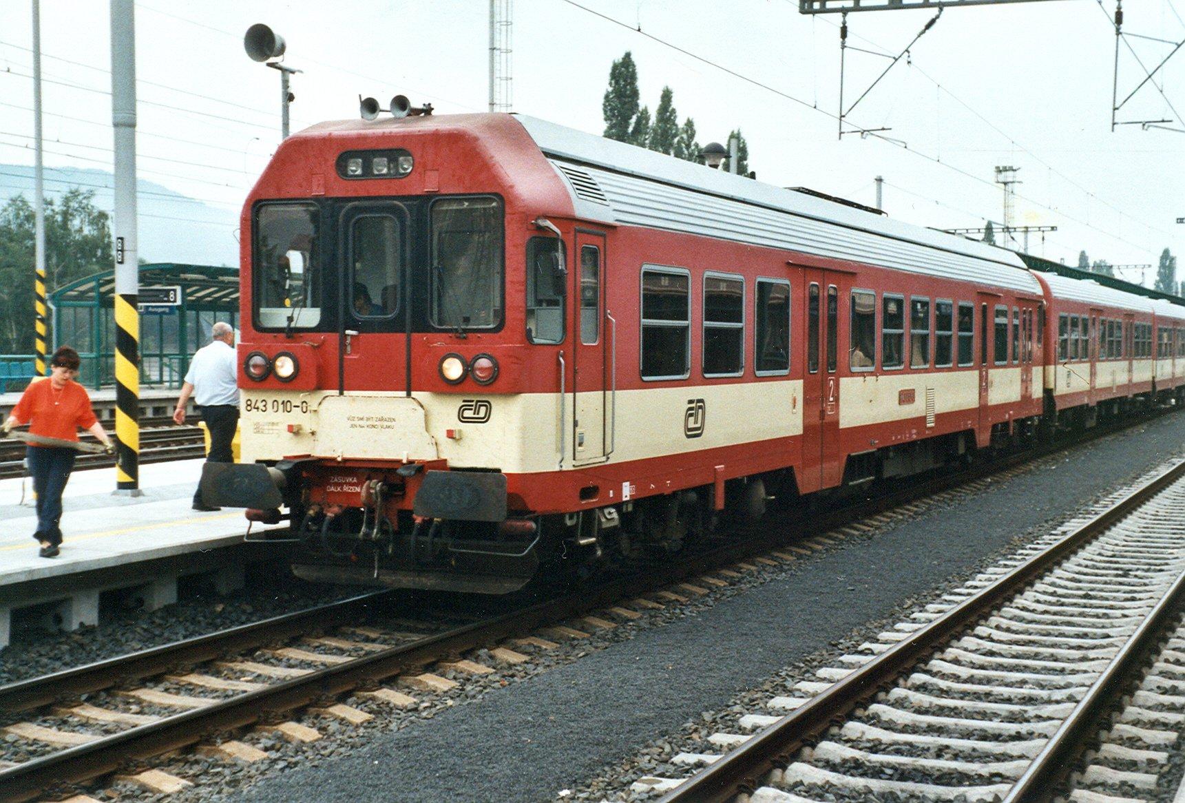 File:Děčín, nádraží, motorový vůz 843 010.jpg