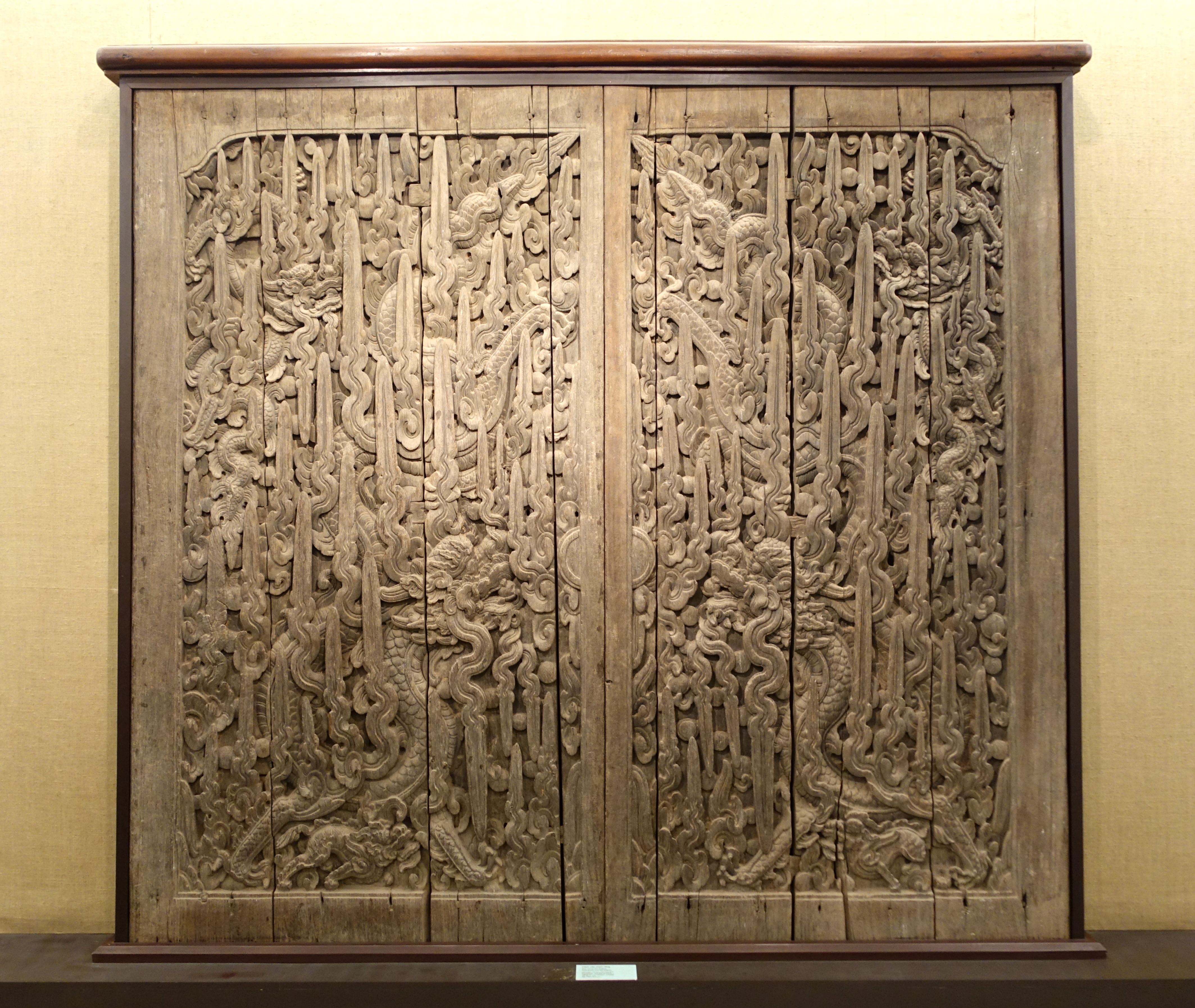 FileDoor carved with dragons Keo pagoda Thai Binh province 17th century & File:Door carved with dragons Keo pagoda Thai Binh province 17th ...
