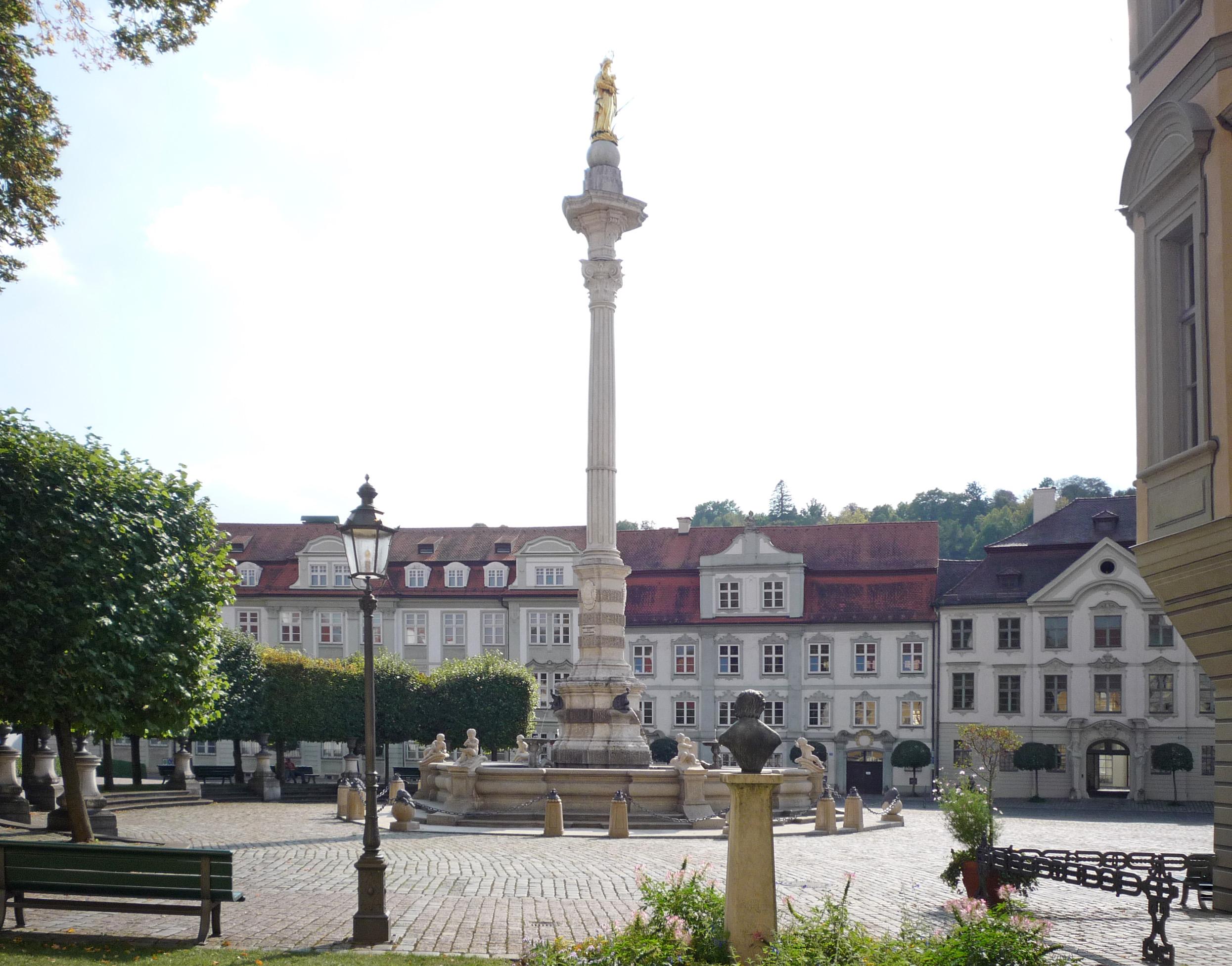 Residenzplatz mit Mariensäule