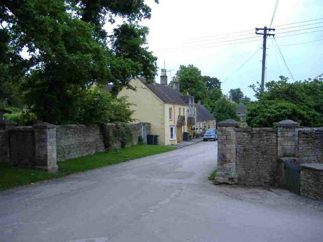 Estate houses, Badminton - geograph.org.uk - 441049