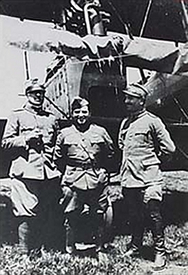 La Guardia between two Italian officers in front of a Ca.44, c. 1918