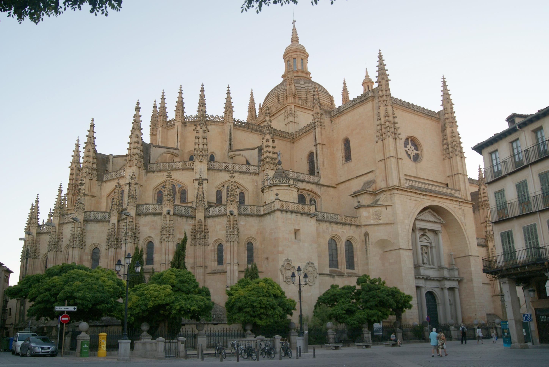 File:Fachada de la Catedral de Segovia.JPG - Wikimedia Commons