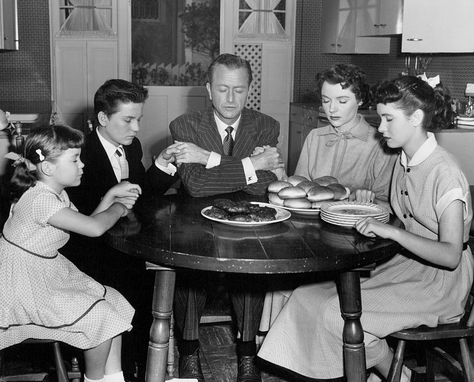 File:Father Knows Best Thanksgiving 1954.jpg - Wikimedia Commons