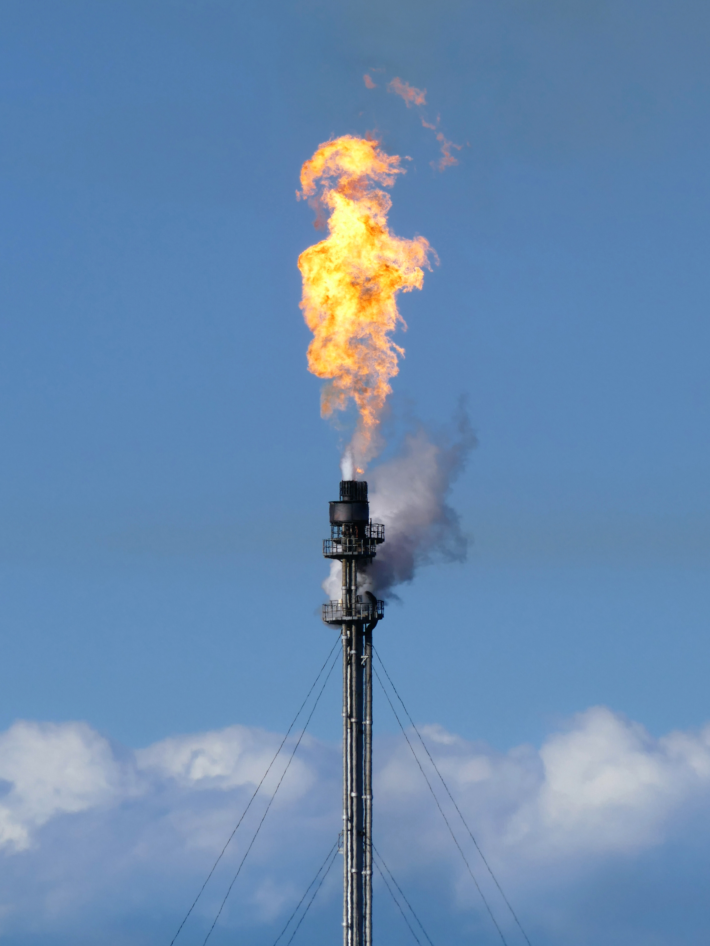 File:Gas flare on top of a flare stack at Preemraff Lysekil