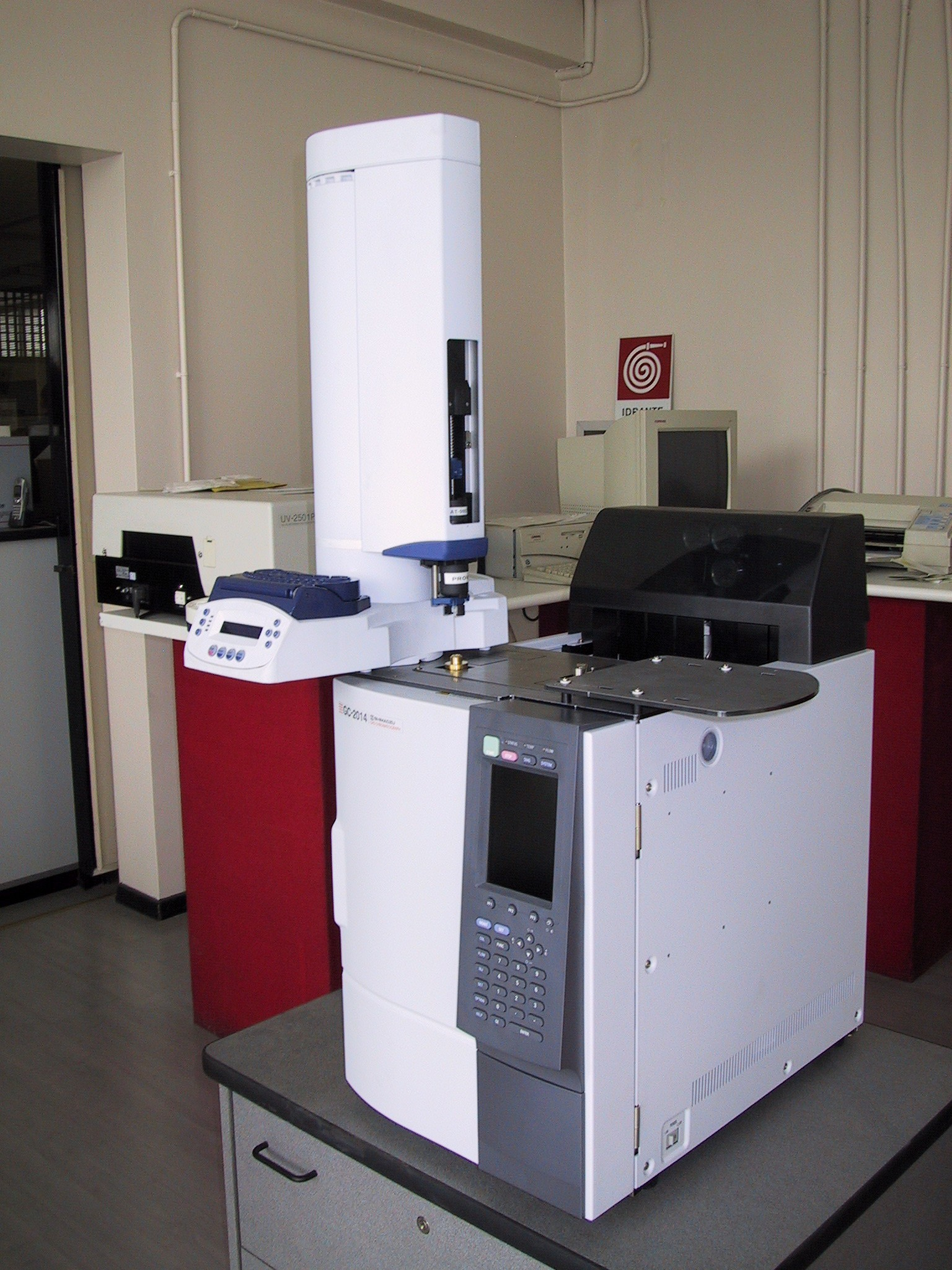 Gas chromatograph of the sort used to analyze lipids.  By Mcbort [Public domain], via Wikimedia Commons