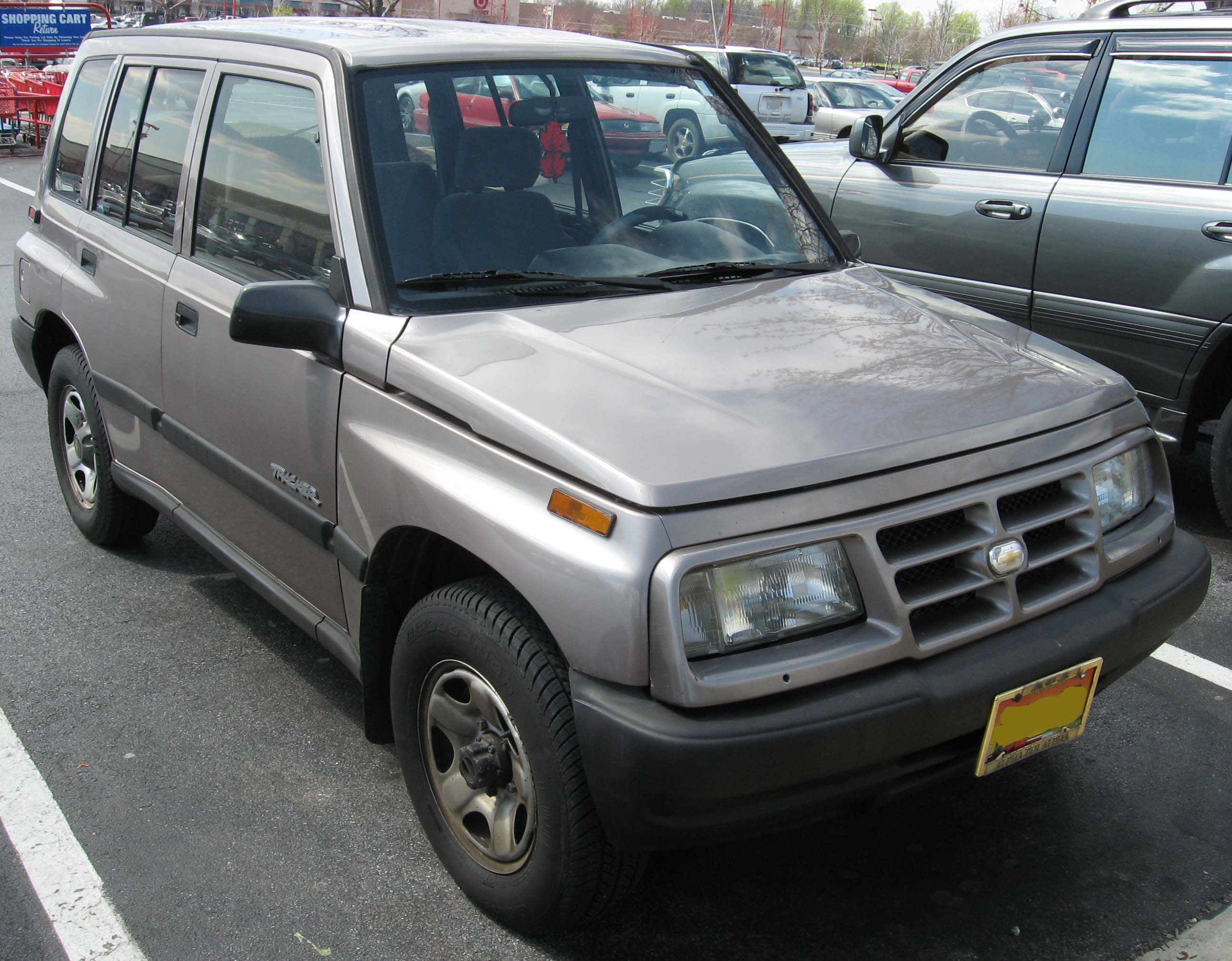 File:Geo-Tracker-4door.jpg - Wikimedia Commons