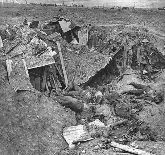 Batalla del Somme German_dead_Guillemont_September_1916