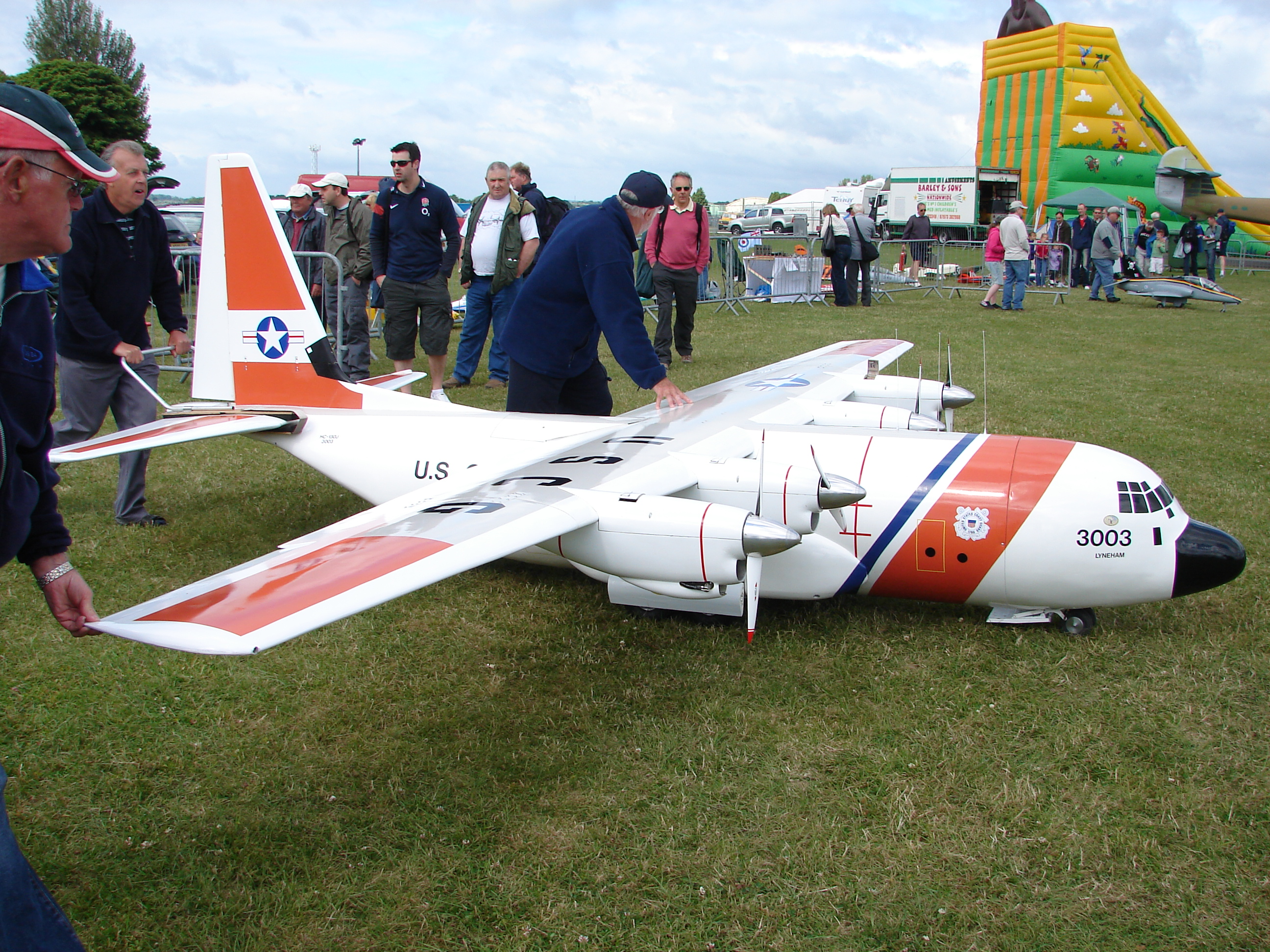File giant model airplane kemble air show 2009 for Airplane show