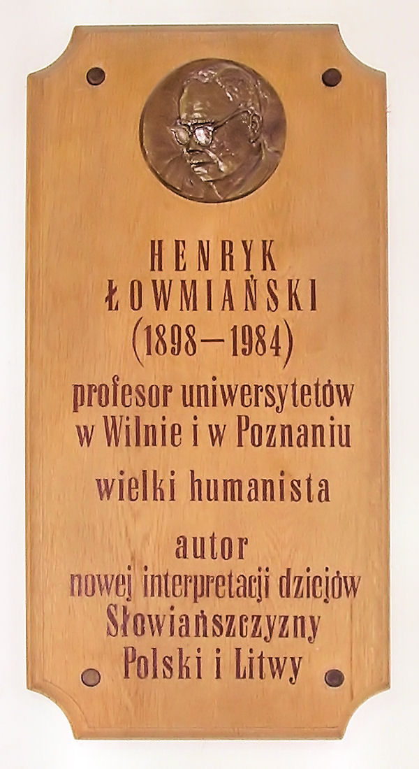 Commemorative plaque in the building of the Historic Faculty of [[Adam Mickiewicz University