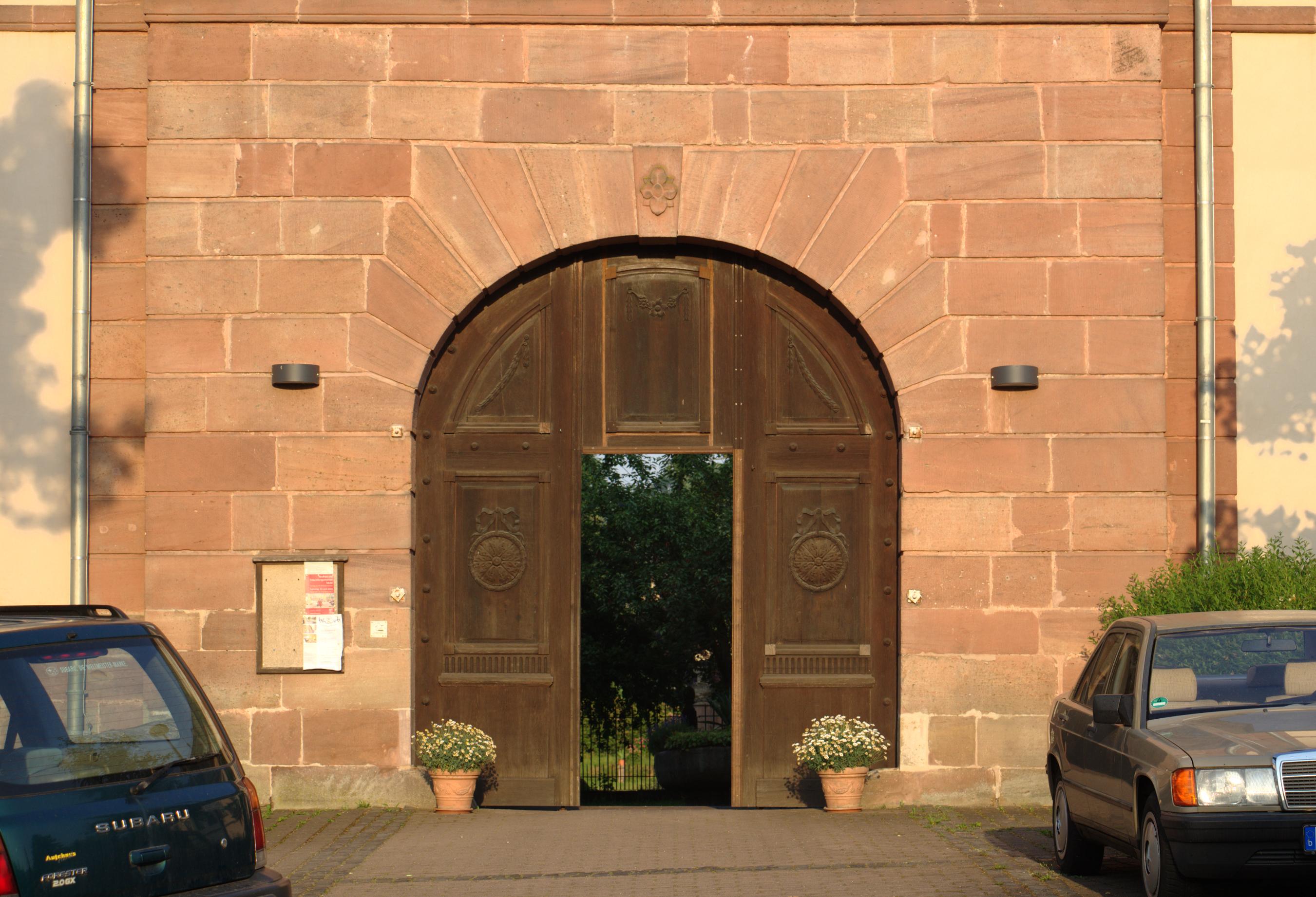 FileHerbstein Stockhausen Schloss Portal Door.png & File:Herbstein Stockhausen Schloss Portal Door.png - Wikimedia Commons