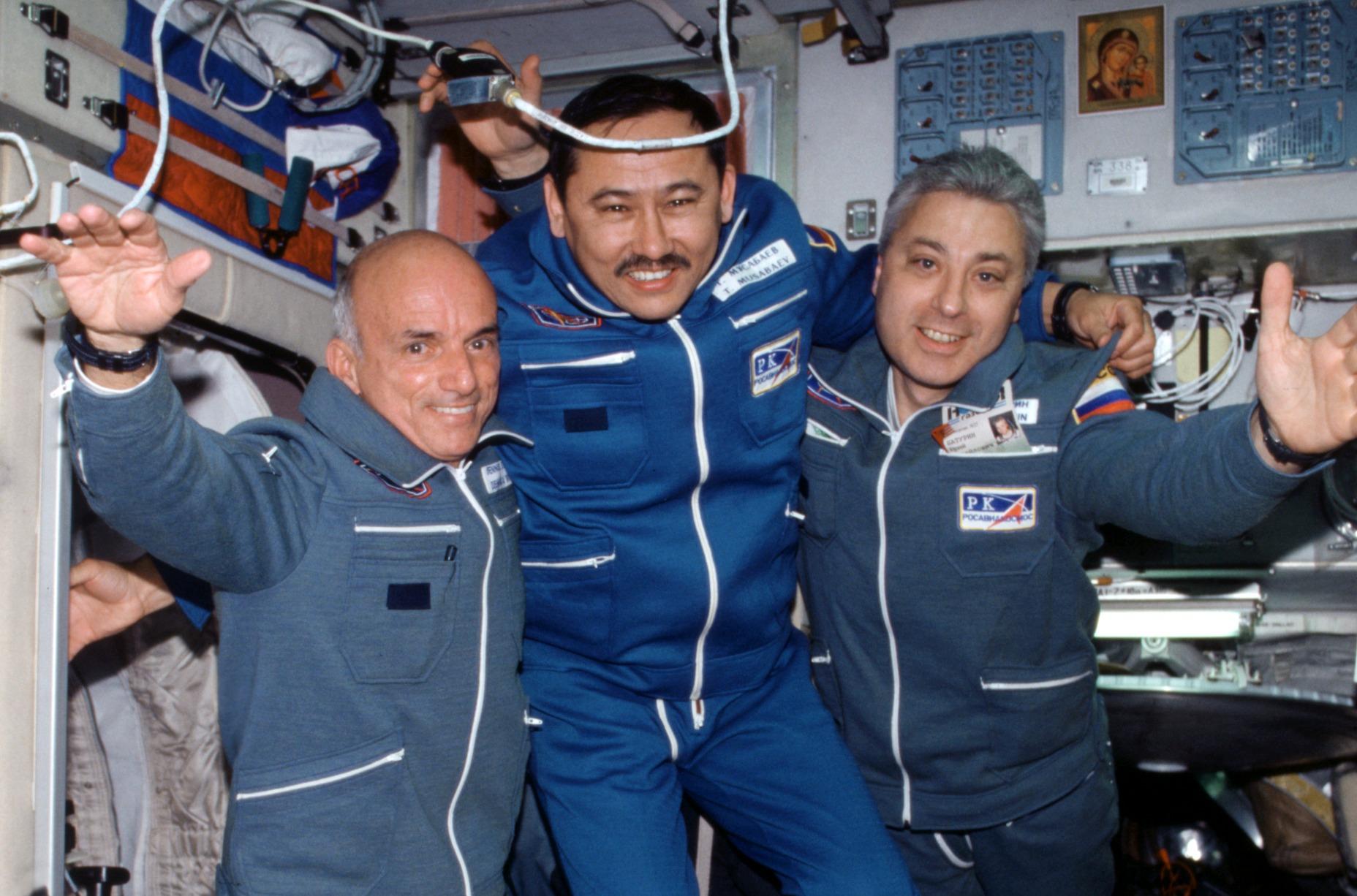 ISS-02_Soyuz_TM-32_Taxi_crewmembers.jpg