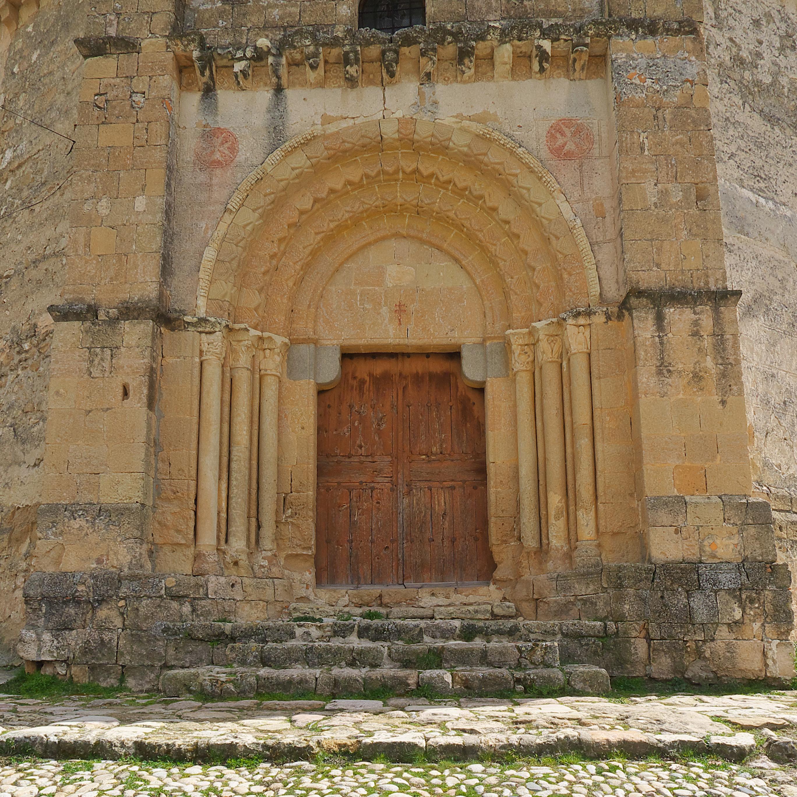 File iglesia de la vera cruz segovia puerta principal - Puerta de segovia ...