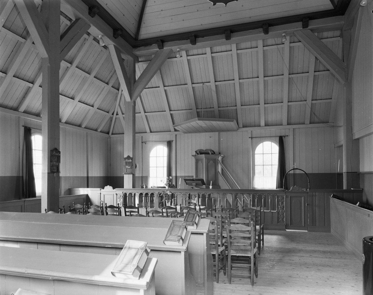 File:Interieur naar de preekstoel - Volendam - 20244771 - RCE.jpg ...