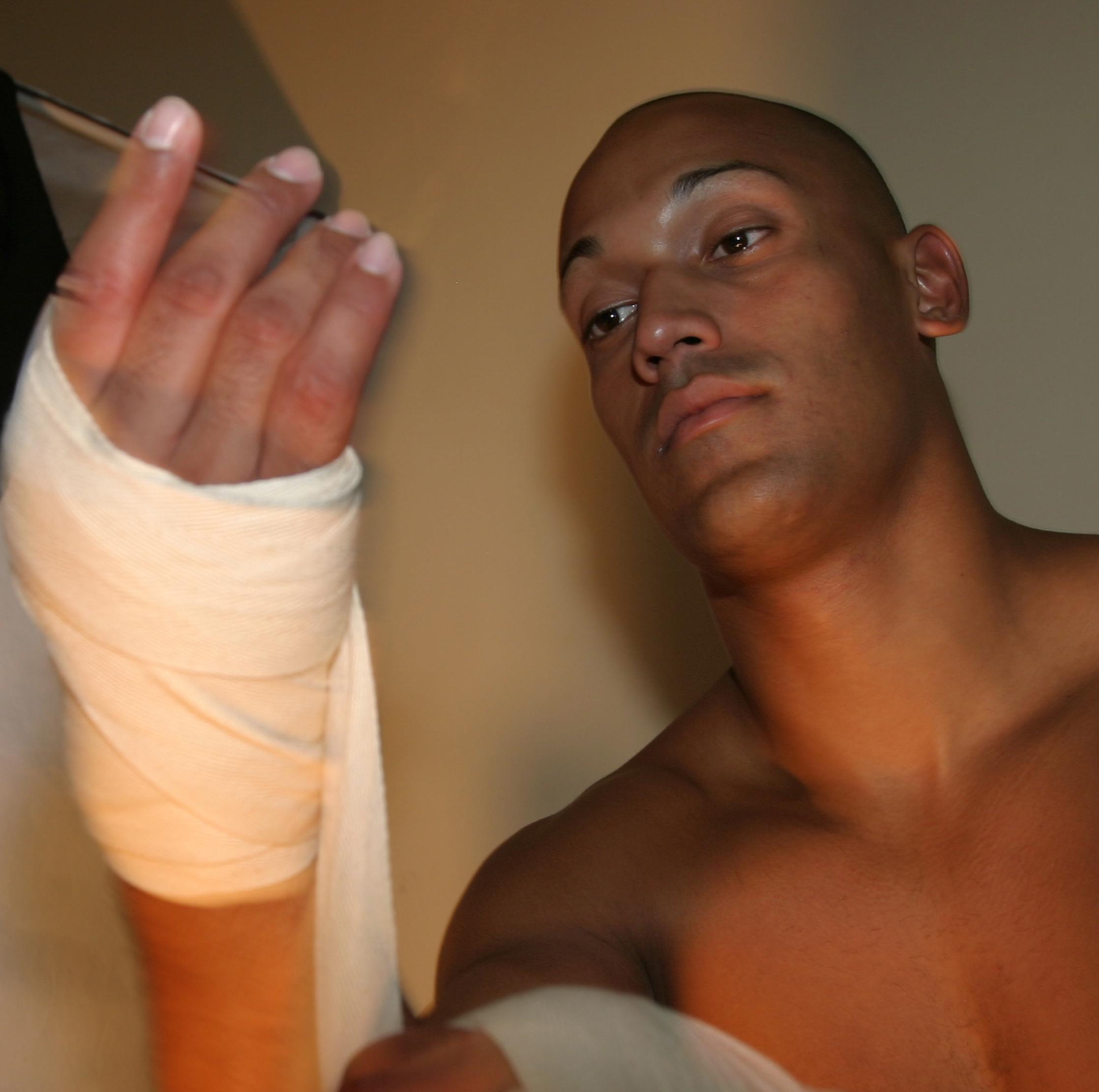 PFG Gel Inner Gloves Wrist Hand Wraps Padded Foam MMA Boxing Muay Thai Bandages