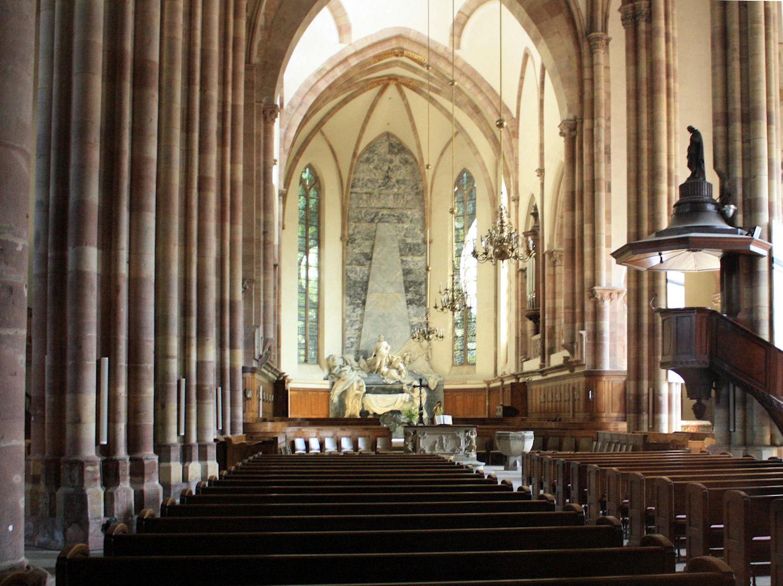 File l 39 int rieur d 39 eglise saint thomas for Interieur eglise
